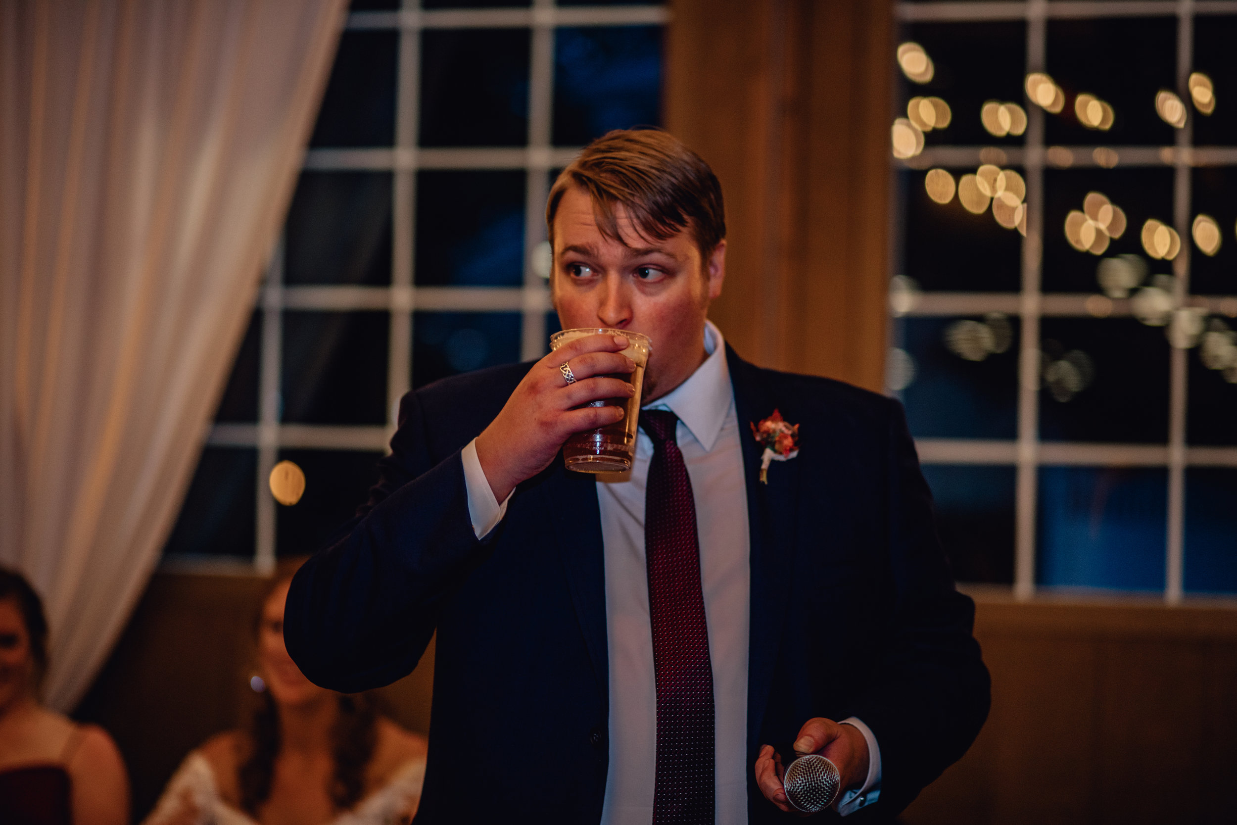 best-man-drinking-beer-at-rustic-manor-1848.jpg