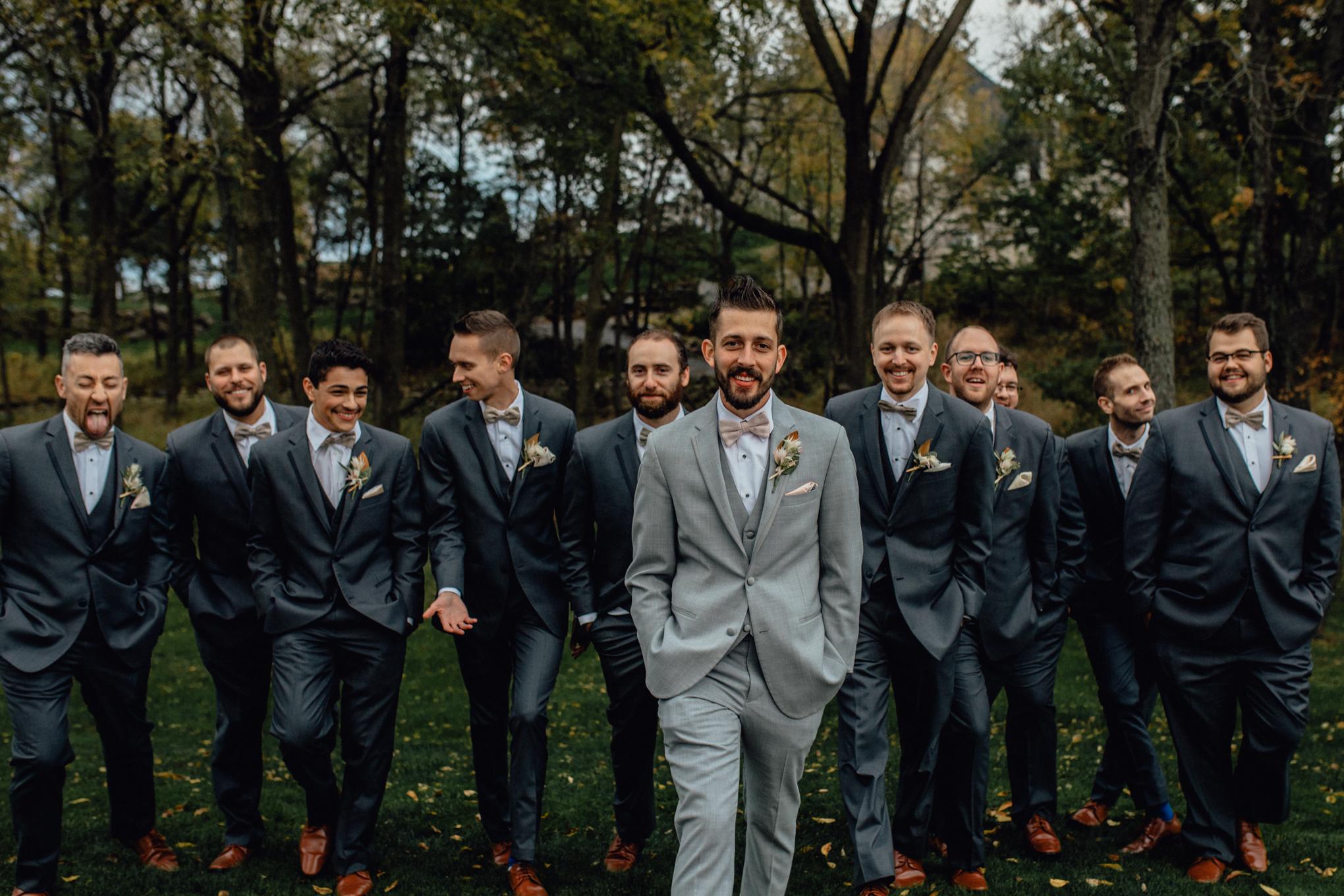 groomsmen-walking-in-grass.jpg