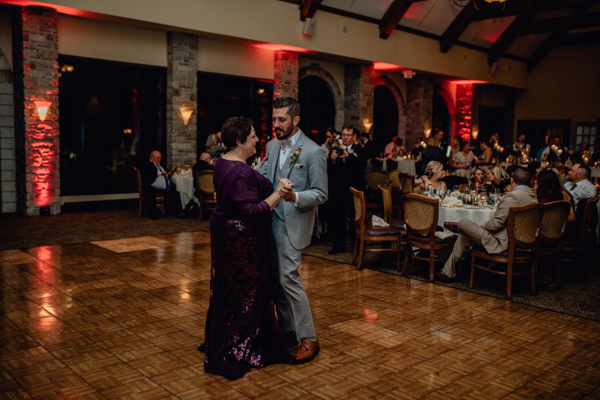 groom-and-mother-dance-at-brandybrook.jpg
