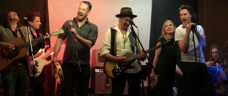 Fuchsia, with guests, Sam Devenport, Michael McStay and isabel Durant,, playing the Mahagonny set at the Lounge Milsons Point.