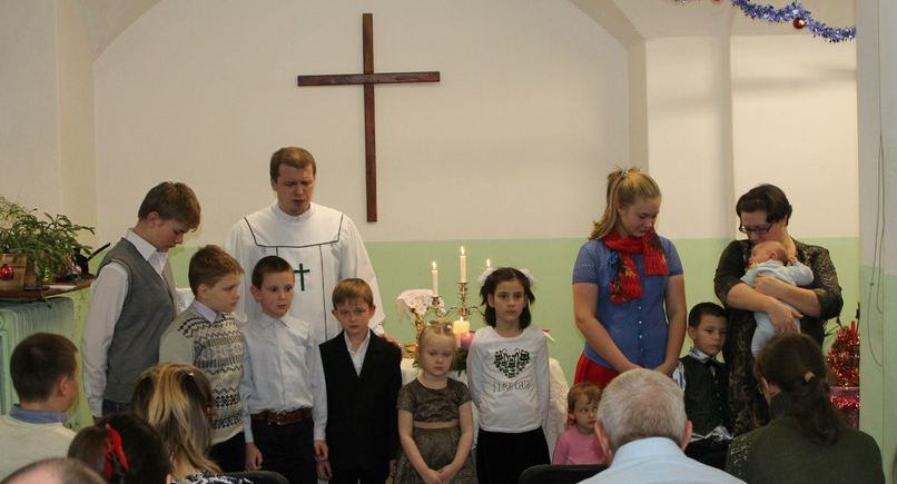 Blessing of children during the worship service.