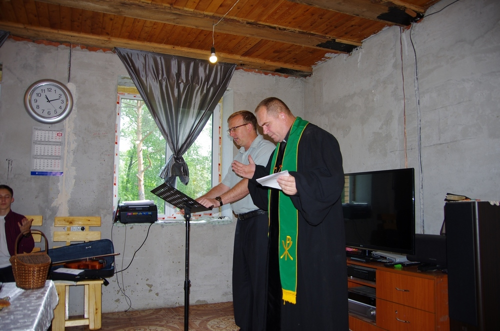 Evgeniy (left) and Yuri leading worship