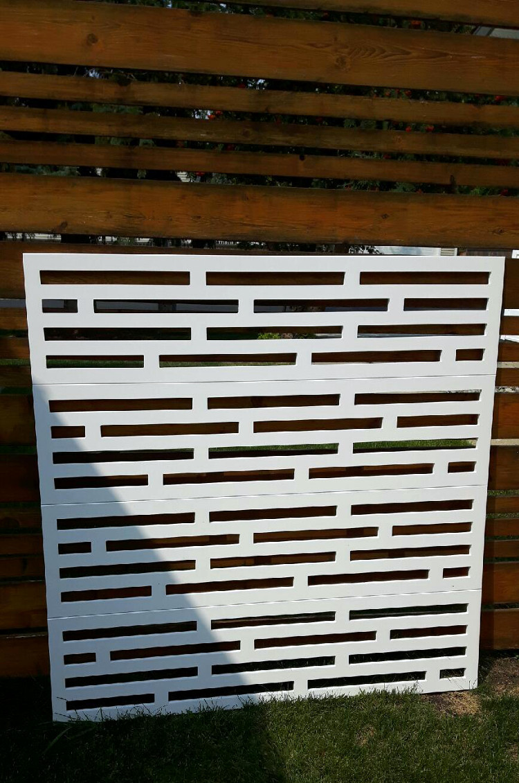 Outdoor Screen-stagger 750w-1.jpeg