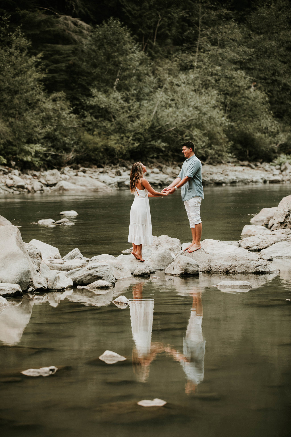 Engagement_locations_in_seattle_snoqualmie_falls_sunset_photos