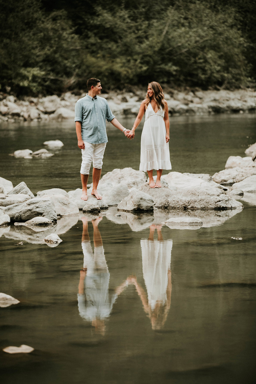 Engagement_locations_in_seattle_snoqualmie_falls_engagement_photos_by_the_river