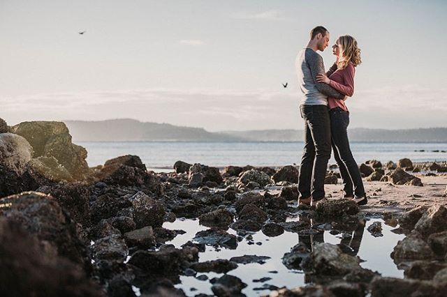 Throwback to my favorite engagement of the last few months. I mean... they're all favorites, don't get me wrong, but the light and the setting we lucked out with that afternoon, take the prize! We shot 2 locations in West Seattle before sunset. I chose to only do natural light because I love the golden flares coming through my lens and wanted to also capture the wild life. And when you have true talent to work with, the gallery will stand out! How about you? What's your favorite background when you're taking your picture? What do you look for?