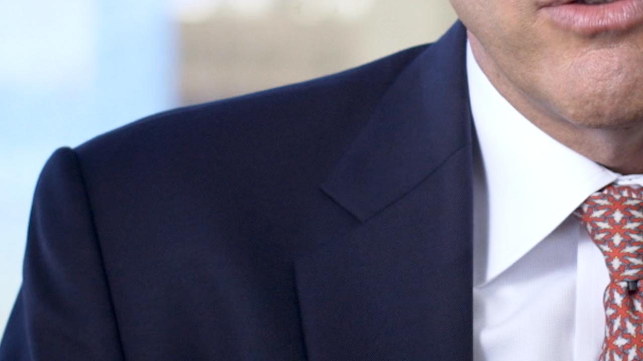 And . . . not so great wardrobe. Bright white shirt and super dark coat.