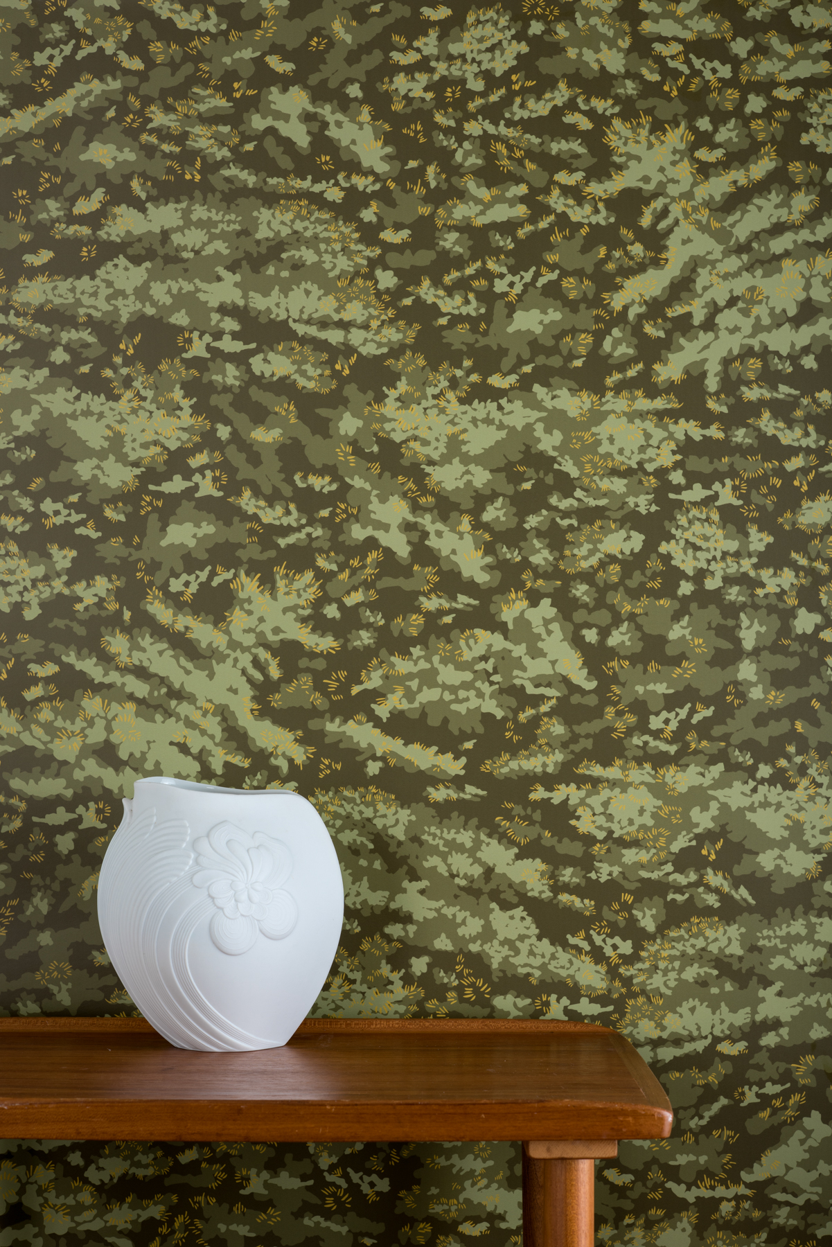 Kate Golding Moss wallpaper // Modern wallcoverings and interior decor.