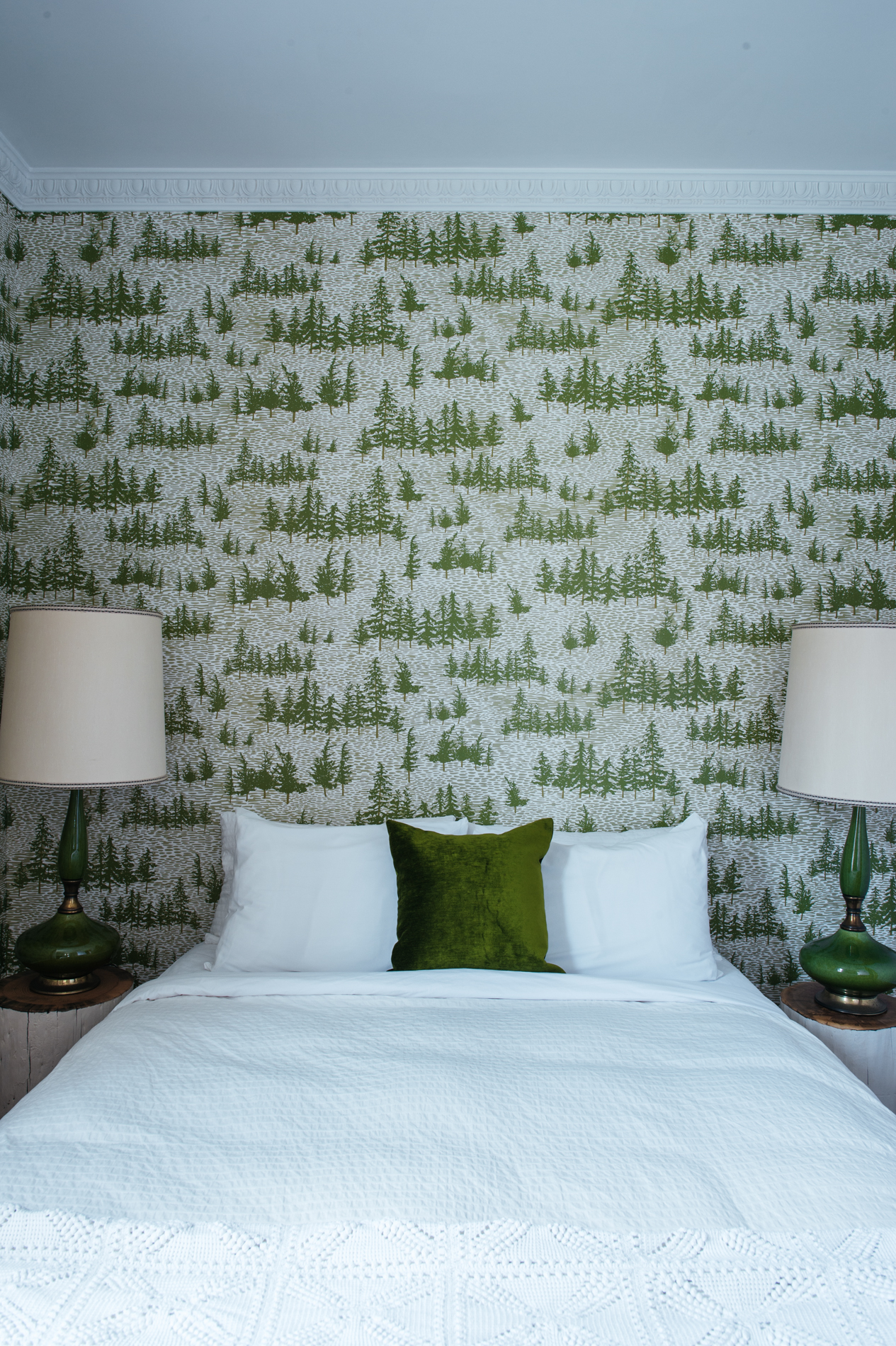 Kate Golding Chcukery Hill wallpaper // Modern wallcoverings and interior decor.