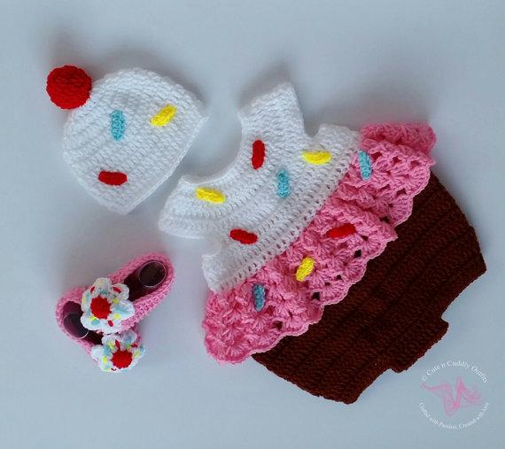 baby halloween costume ideas - baby cupcake costume