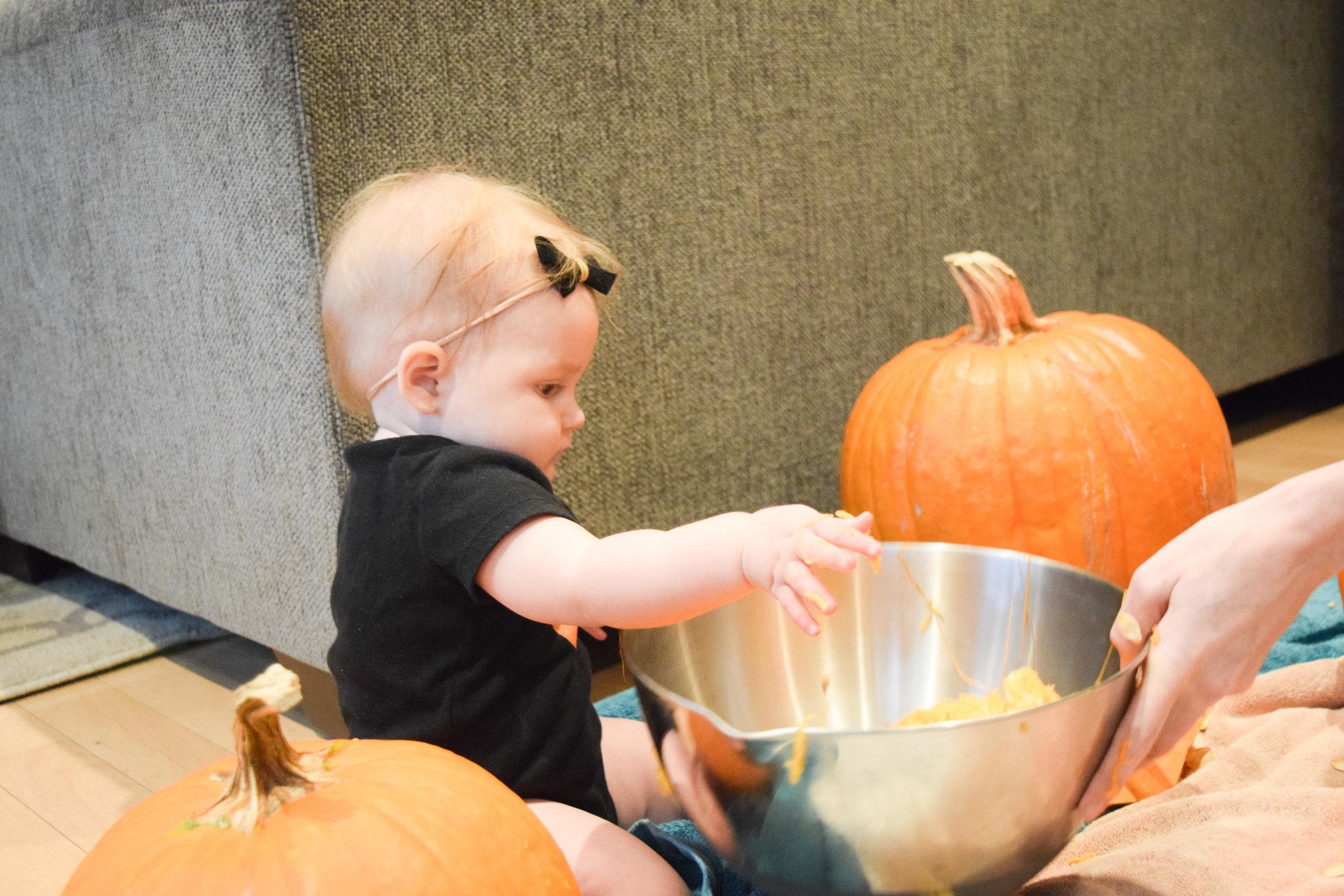 Ava's 1st Halloween - easy pumpkin ideas