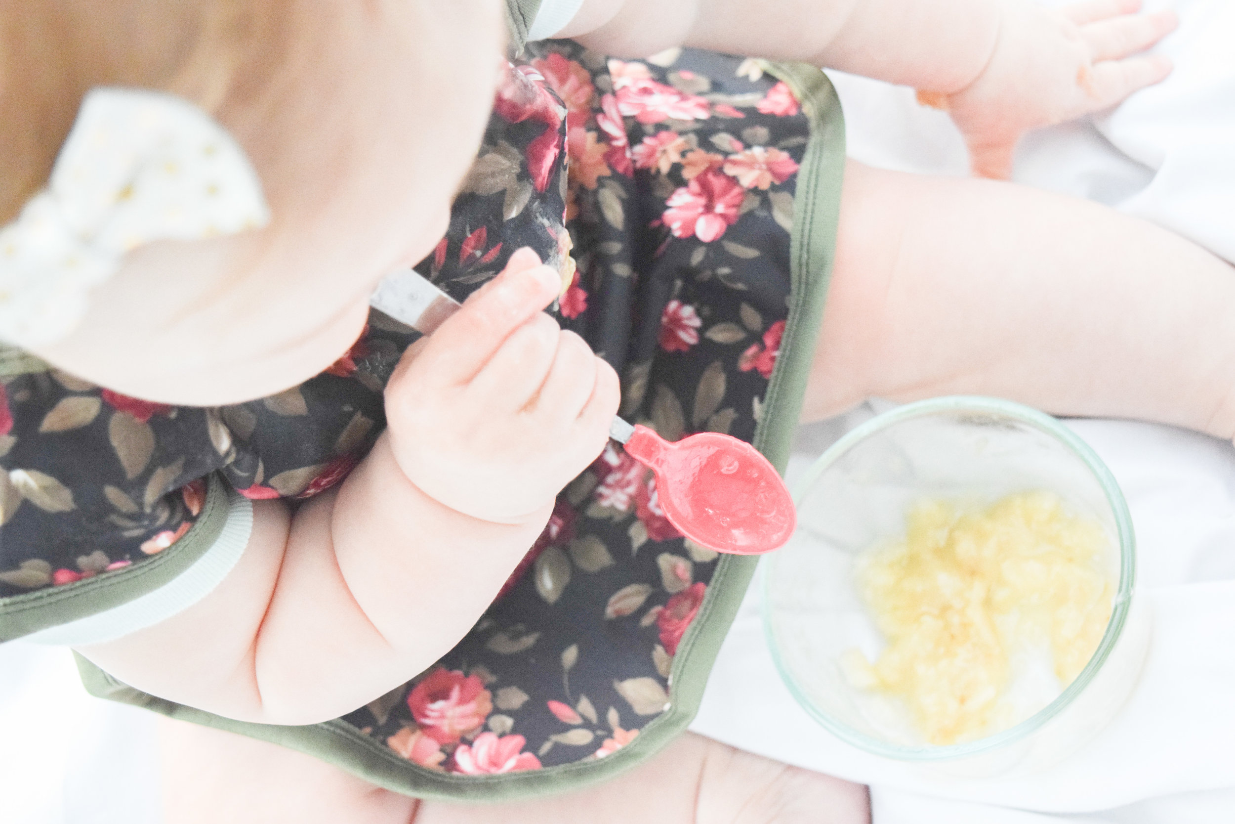 MOM HACK | Feeding Your Baby Solids how much should I feed my baby when introducing solids