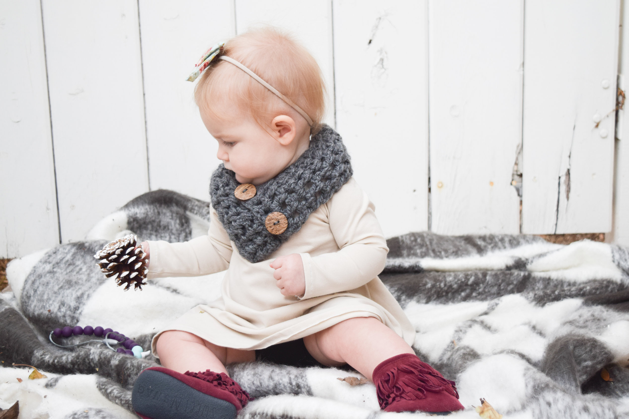 BABY FASHION | The Perfect Maroon, Tan + Grey Fall Baby Outfit