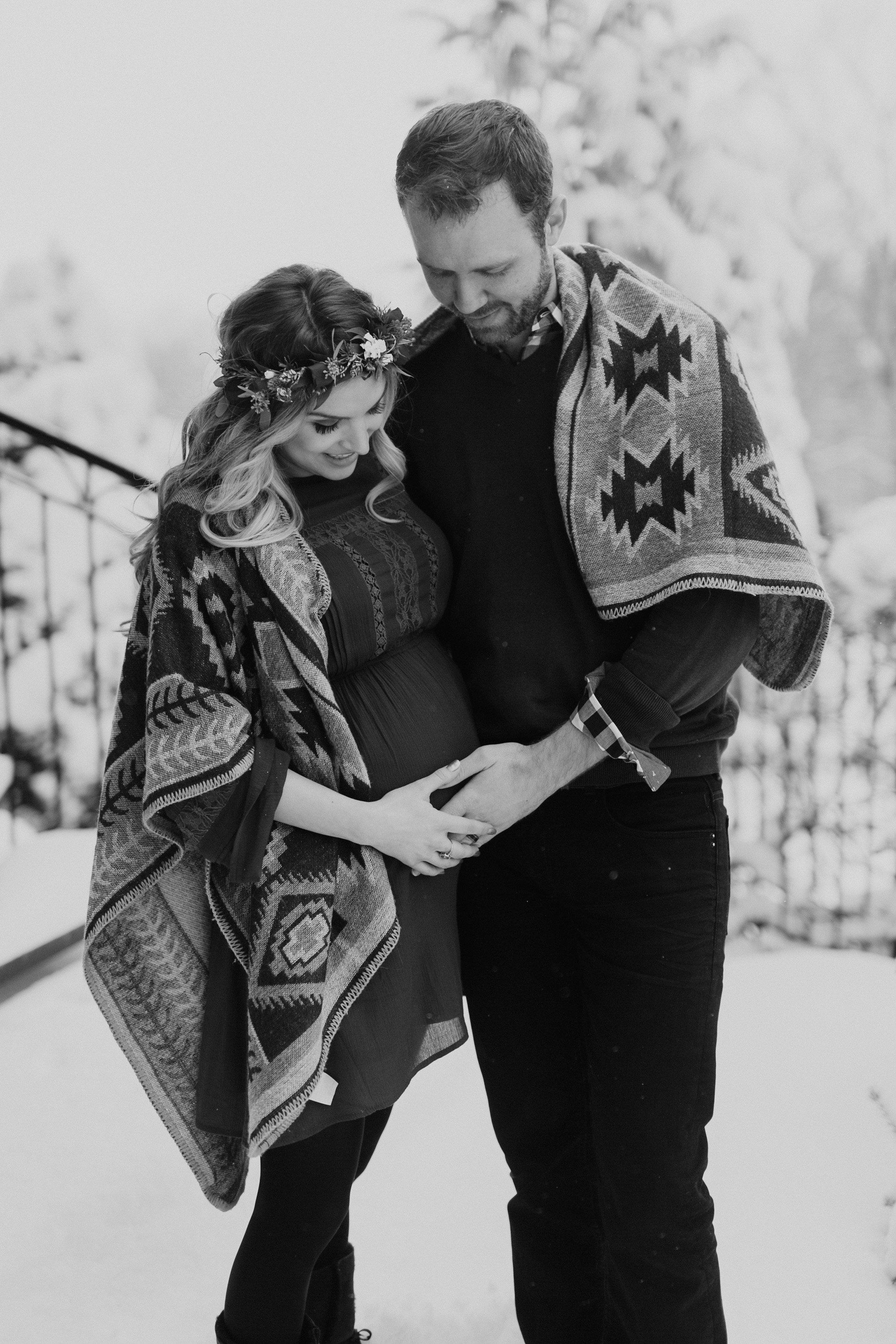 MATERNITY PHOTOS | A Cozy, Home Maternity Session Kingdom Photography - London, Ontario