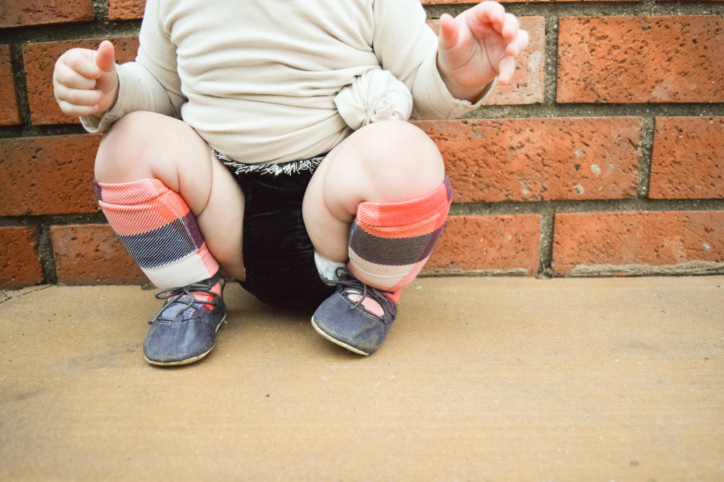 BABY FASHION - knee high plaid babyb socks, velvet baby bloomers with fringe