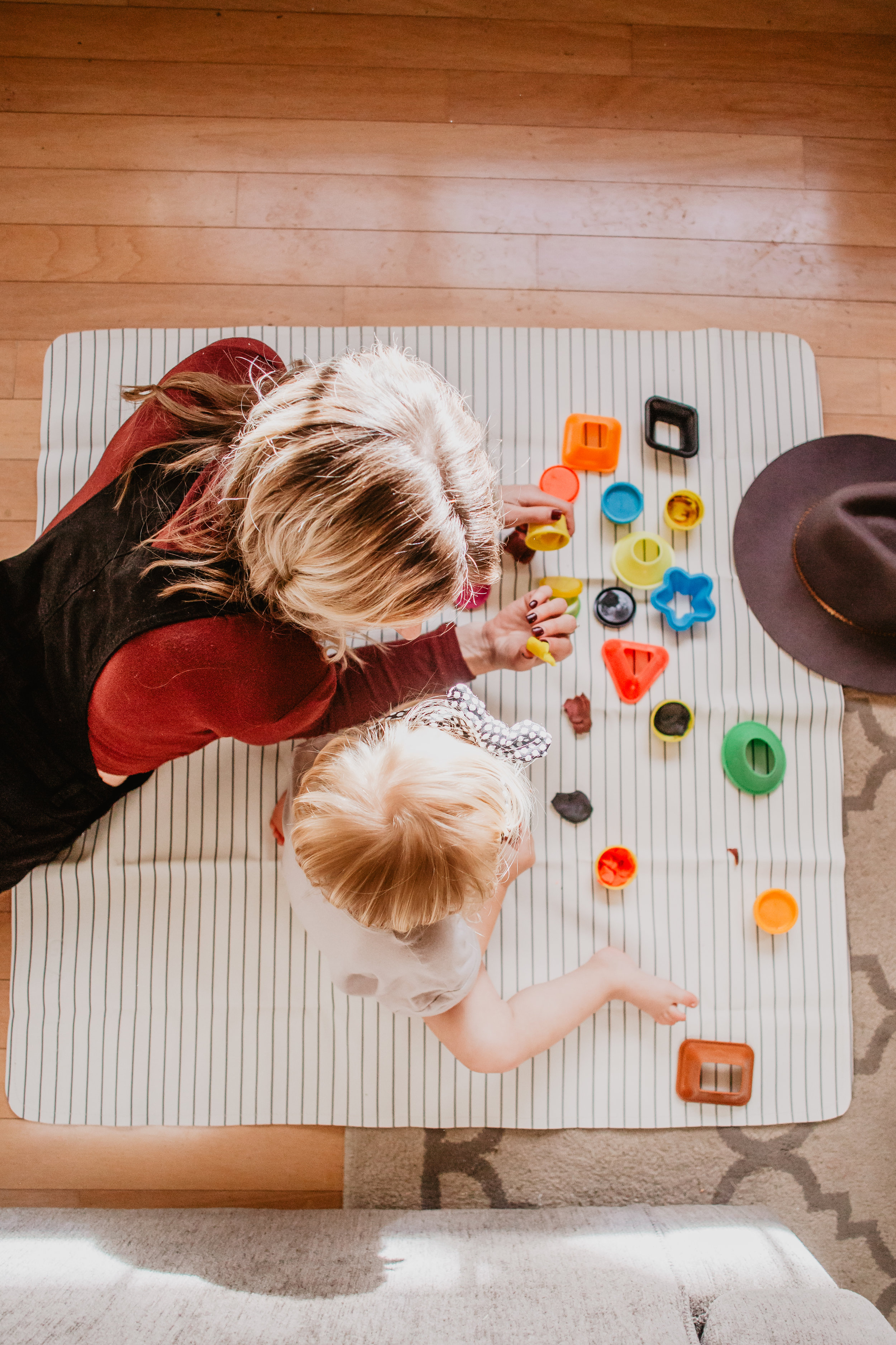 17 Indoor Rainy Day Activities for Kids -- Mommy Blogger - Vlogger - The Overwhelmed Mommy