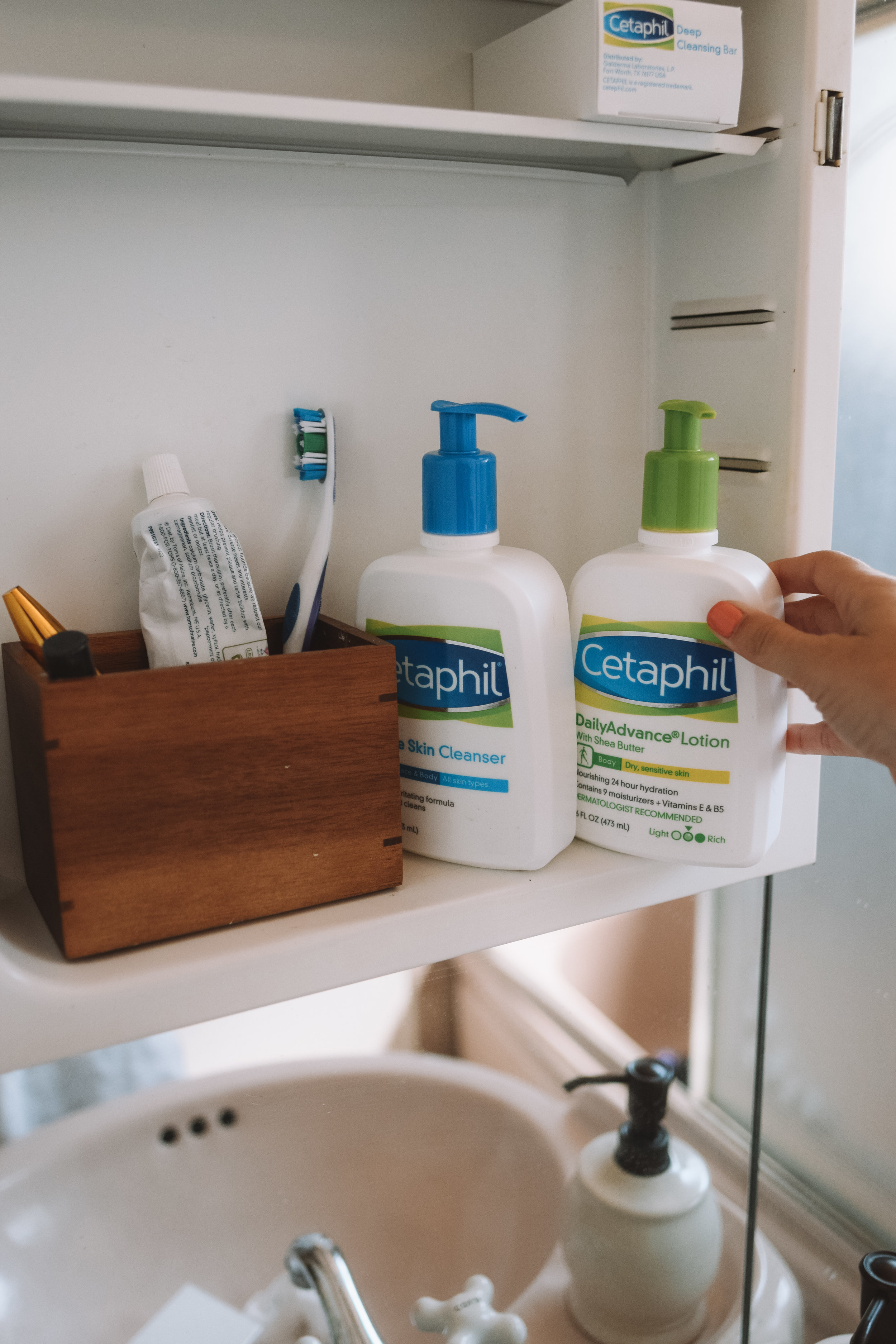 Best Gentle Facial Skin Cleanser - Cetaphil Reviews -- The Overwhelmed Pregnant Mommy Blogger