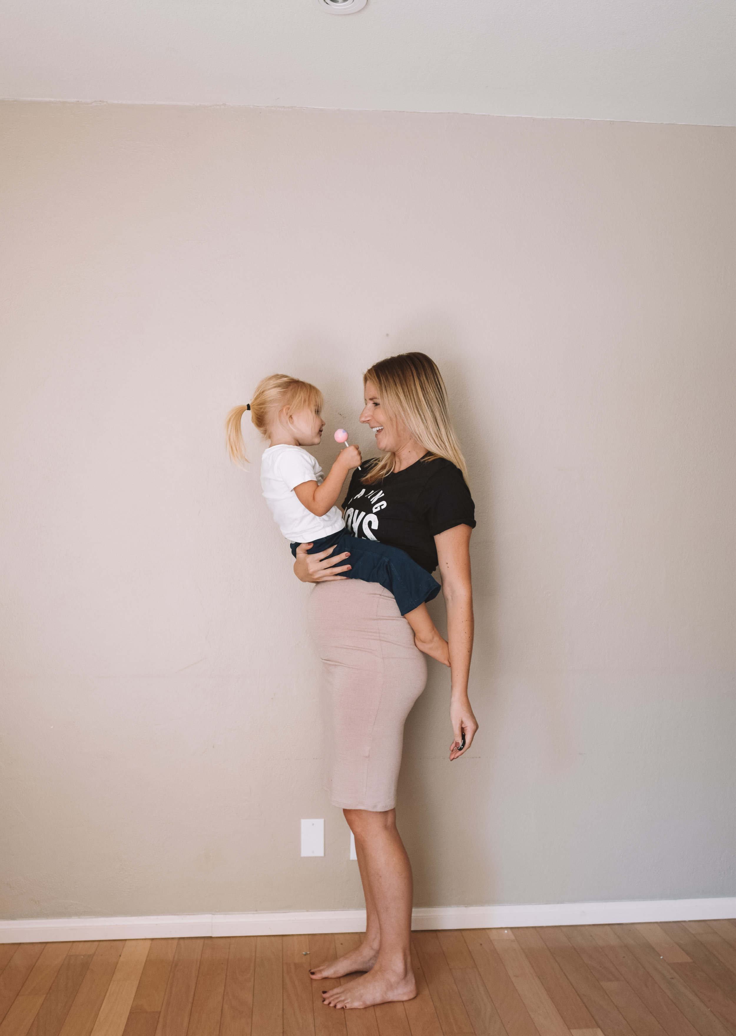 19 Weeks Pregnant Belly - Funny Pregnancy Shirts - The Overwhelmed Mommy Blogger