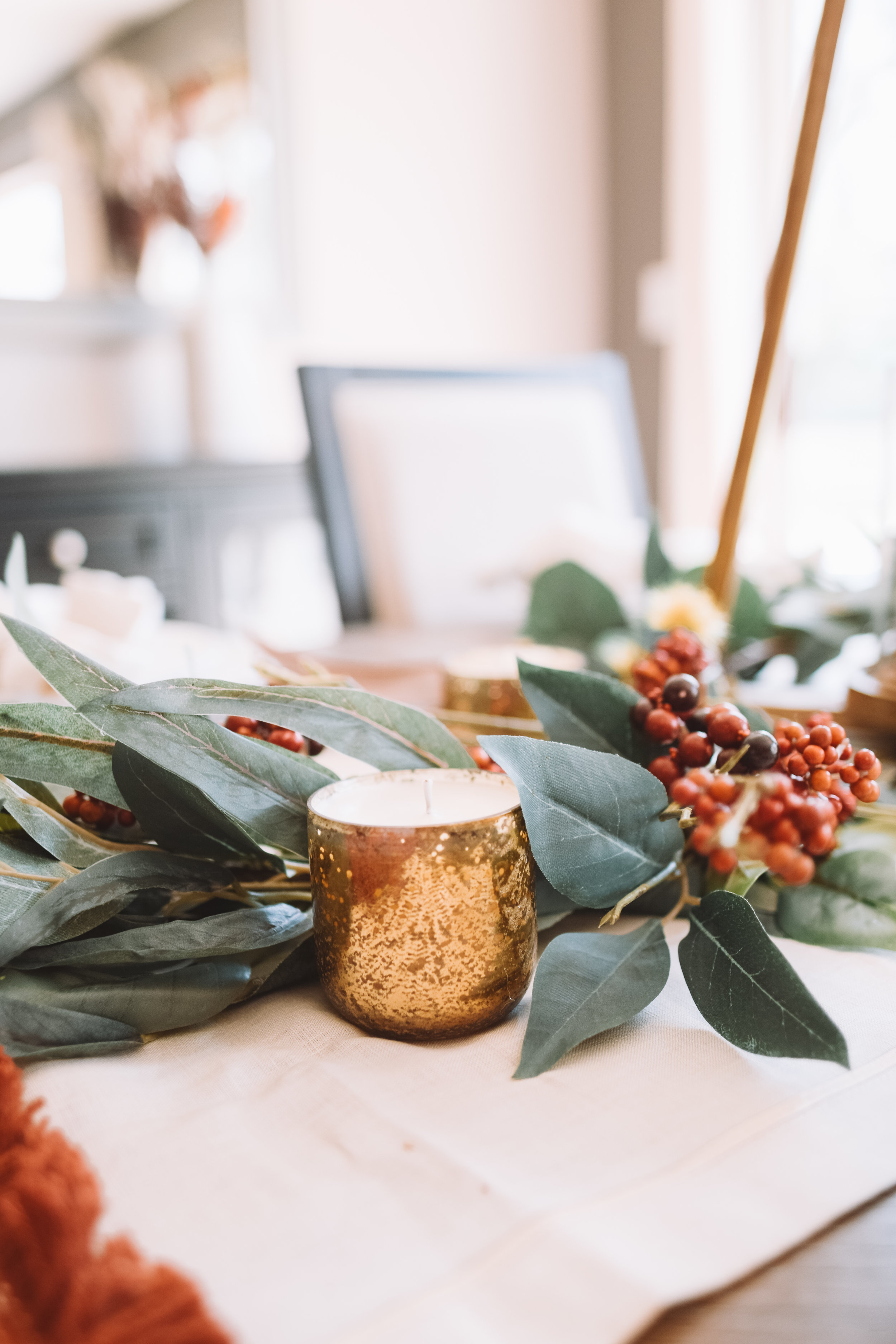 Gorgeous Simple Fall Thanksgiving Dining Tablescape Decor - The Overwhelmed Mommy Blogger