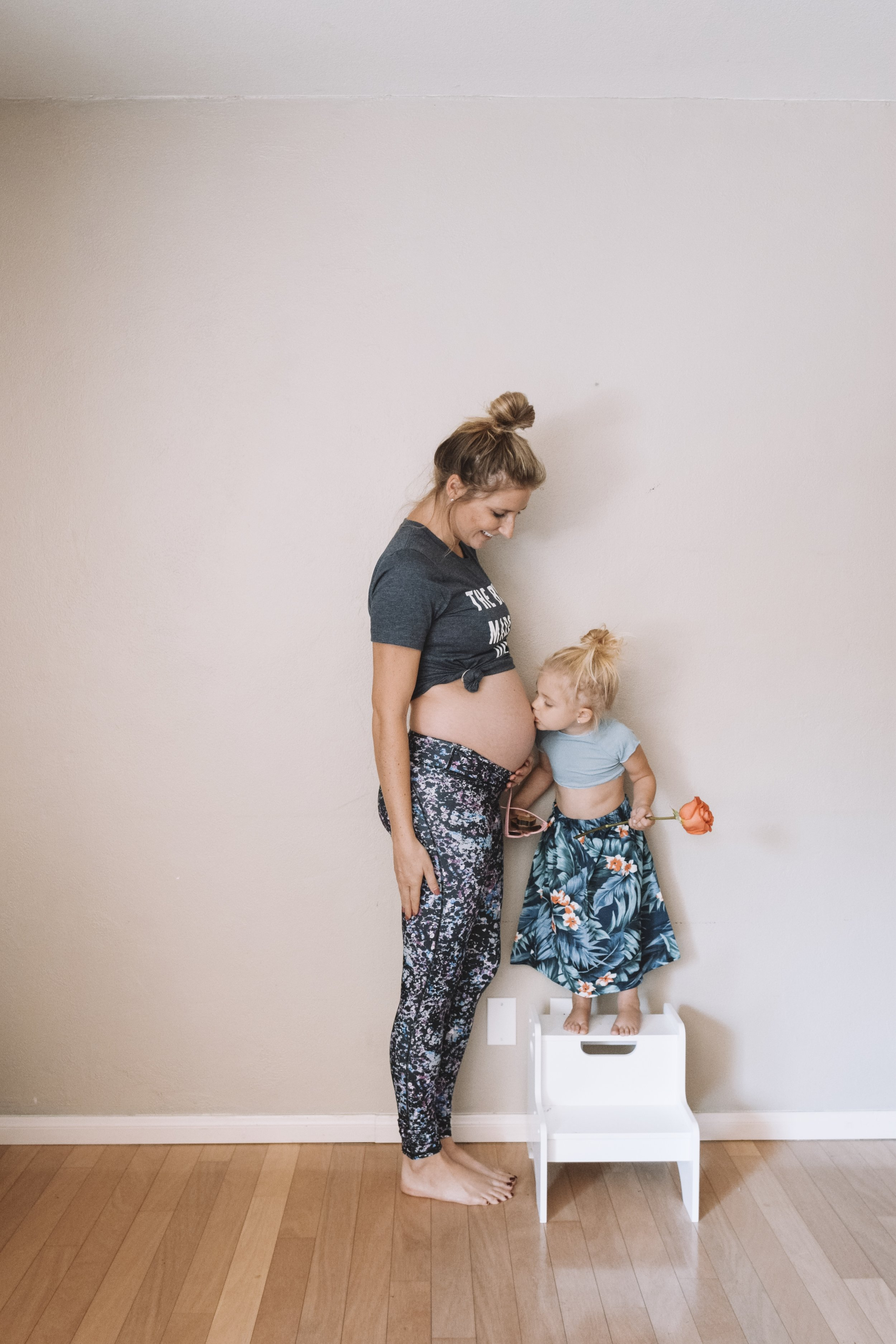 20 Weeks Pregnant Belly - Funny Pregnancy Shirts - The Overwhelmed Mommy Blogger