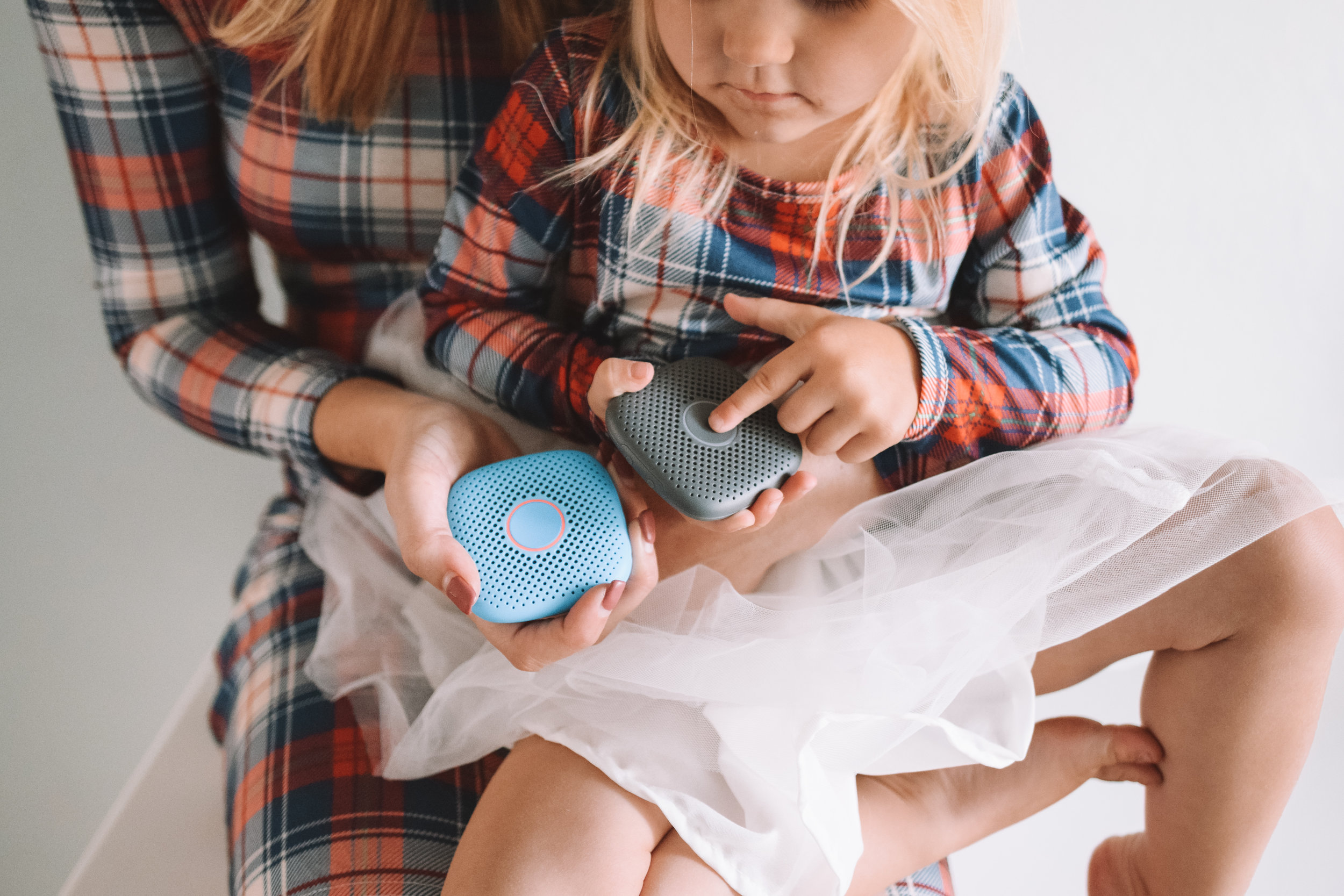 Kids Cell Phone Alternative No Screen - Relay by Repubic Wireless - The Overwhelmed Mommy Blogger