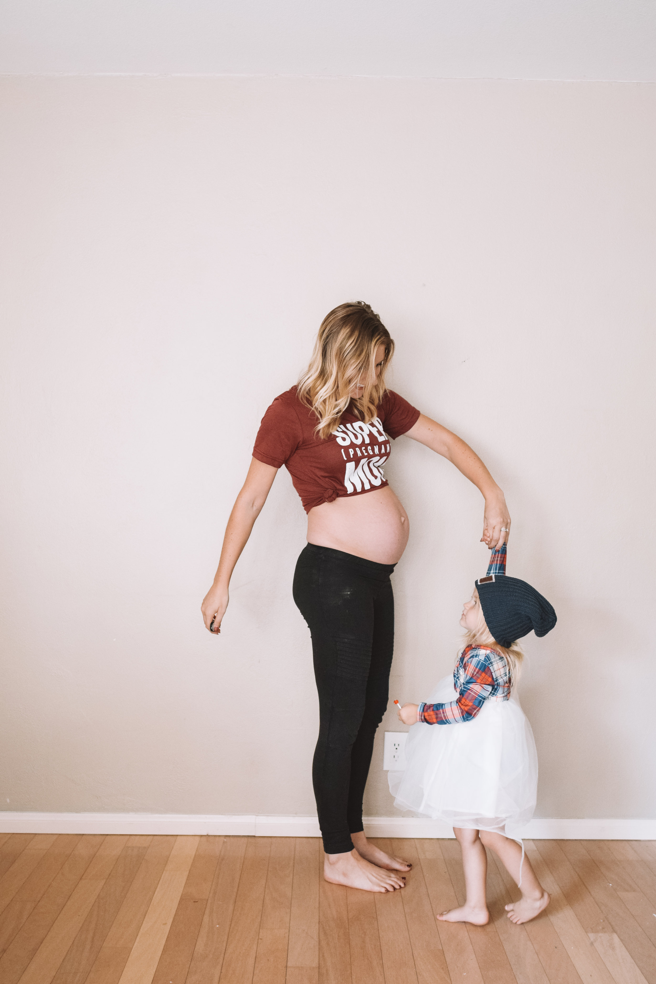 23 Week Pregnant Belly - Funny Pregnancy Shirts - The Overwhelmed Mommy Blogger