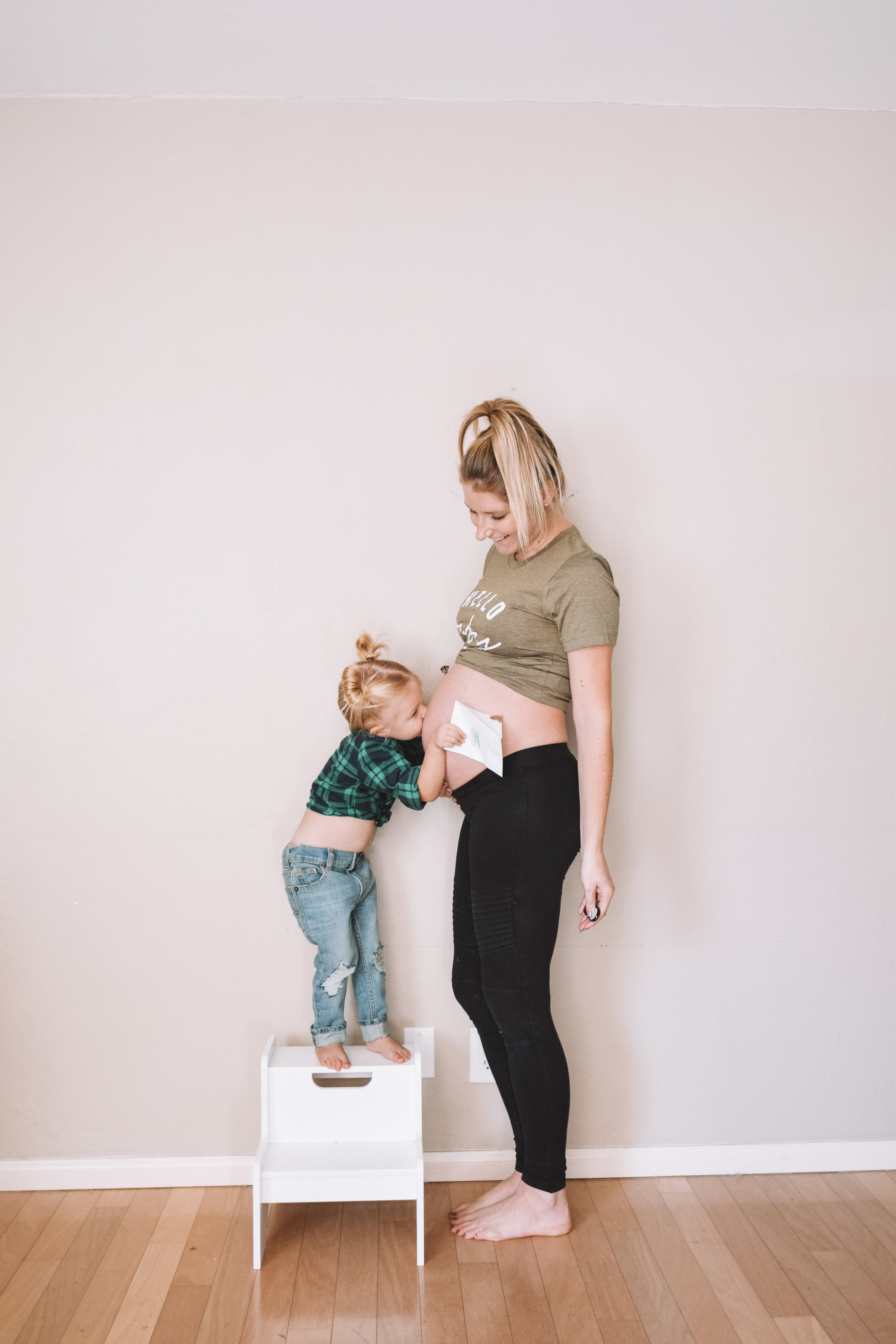 26 Weeks Pregnant Belly | Funny Pregnancy Shirt of the Week - The Overwhelmed Mommy Blogger