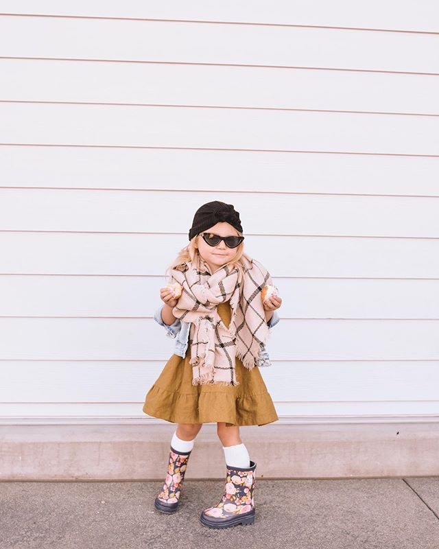 I told Ava we're getting our hair done today  and she comes out dressed like this. She fancy, huh? 💁🏼‍♀️ #divastatus . . Head to the blog for Day 24 of our Small Shop Fashion Guide and just wait until you see the adorable detail on the shoulders of that @ashleyrose dress —  on the blog! [Featured Shops: @ashleyrose @londonlittles @minimadeco ]