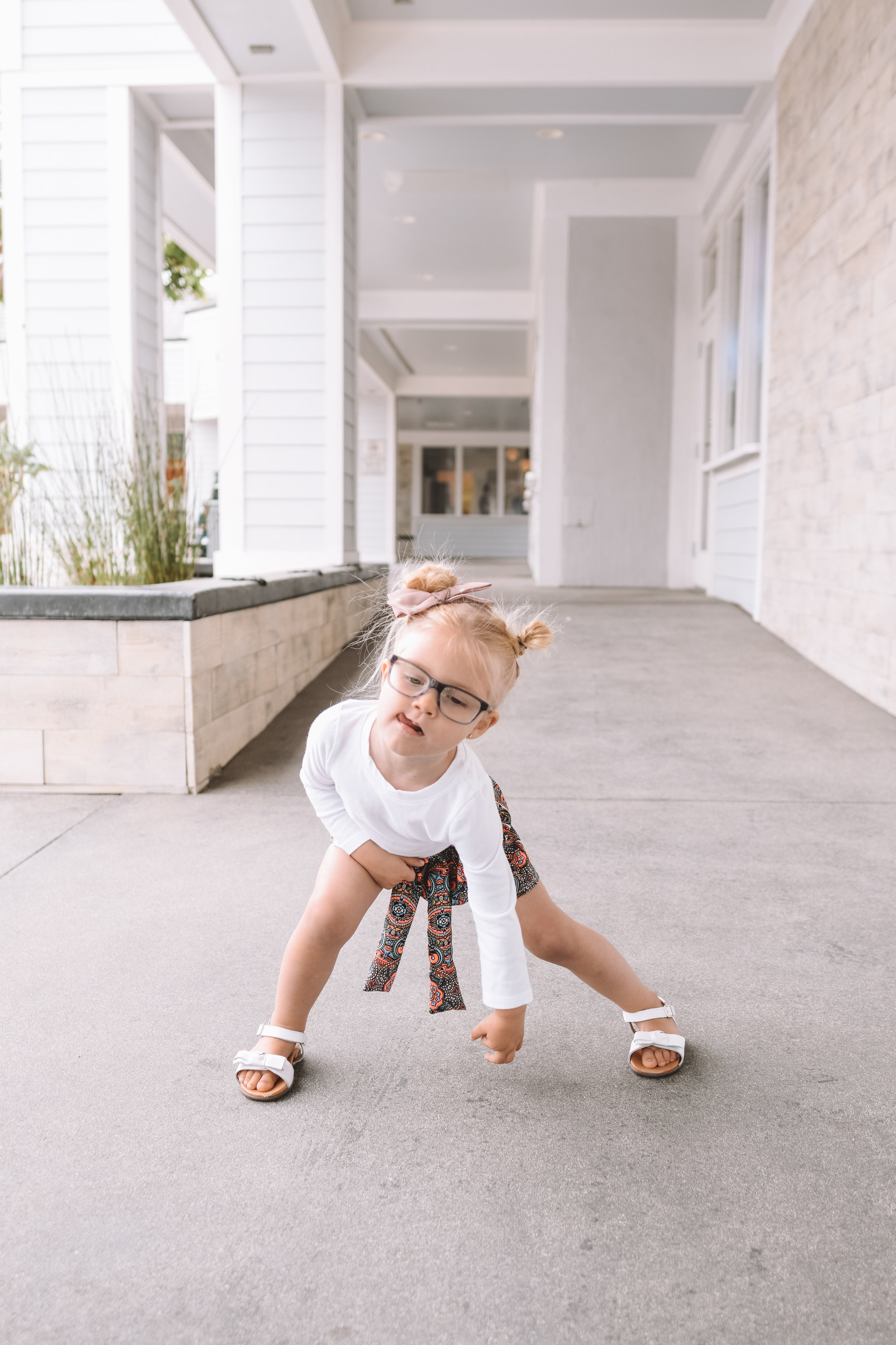 6 Tips for Choosing the Best Healthy Shoes for Your Toddler - The Overwhelmed Mommy Blogger