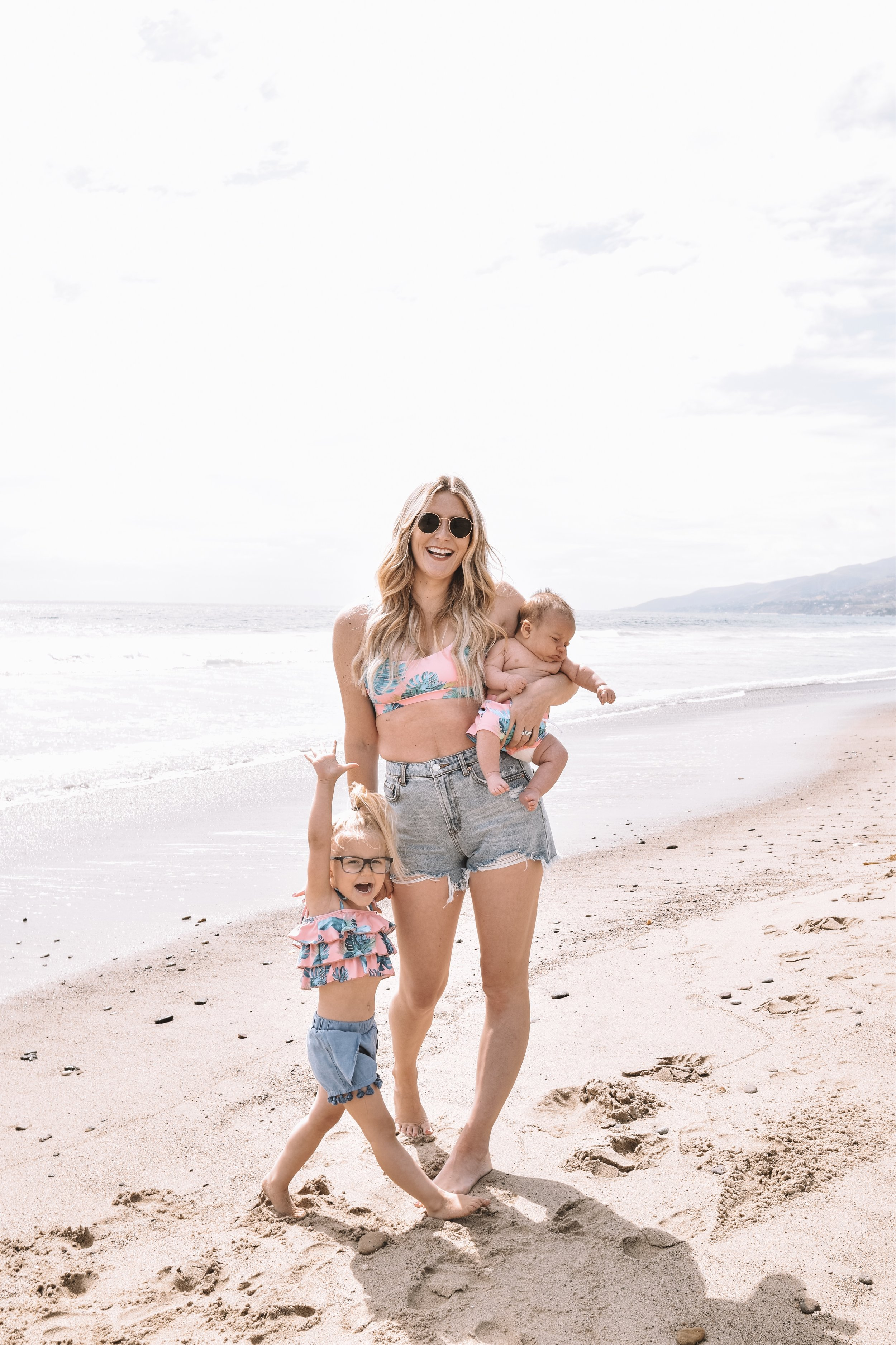 6 Tips for Traveling + Flying with Kids Babies Toddlers - The Overwhelmed Mommy Blogger