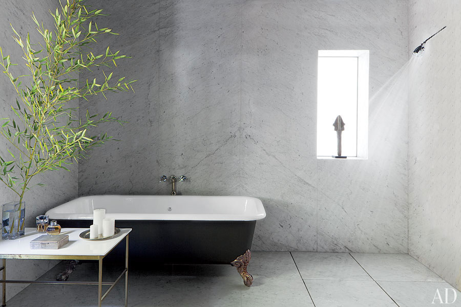 dam-images-decor-2013-10-gray-rooms-gray-rooms-03-adam-levine-master-bath.jpg