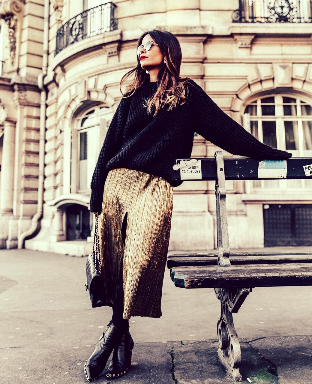 Metallic_Dress-Gold_Skirt-Pleated-Celine_Boots-Outfit-Paris-PFW-Street_Style-16.jpg