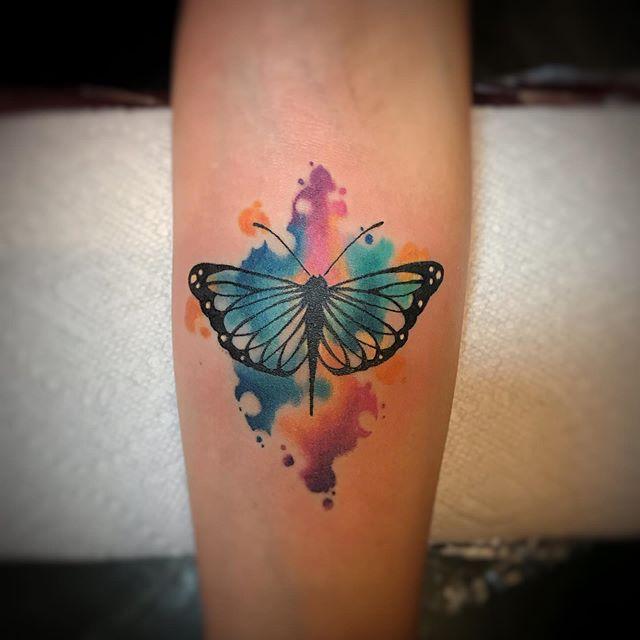 🦋 fun.... #artbydark #tattoosbydark  #color #colortattoo #bodyelectric #bodyelectrictattoo #butterfly #butterflytattoo #watercolor #watercolorbutterfly