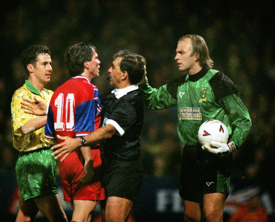 Bryan Gunn - UEFA Cup 1.jpg