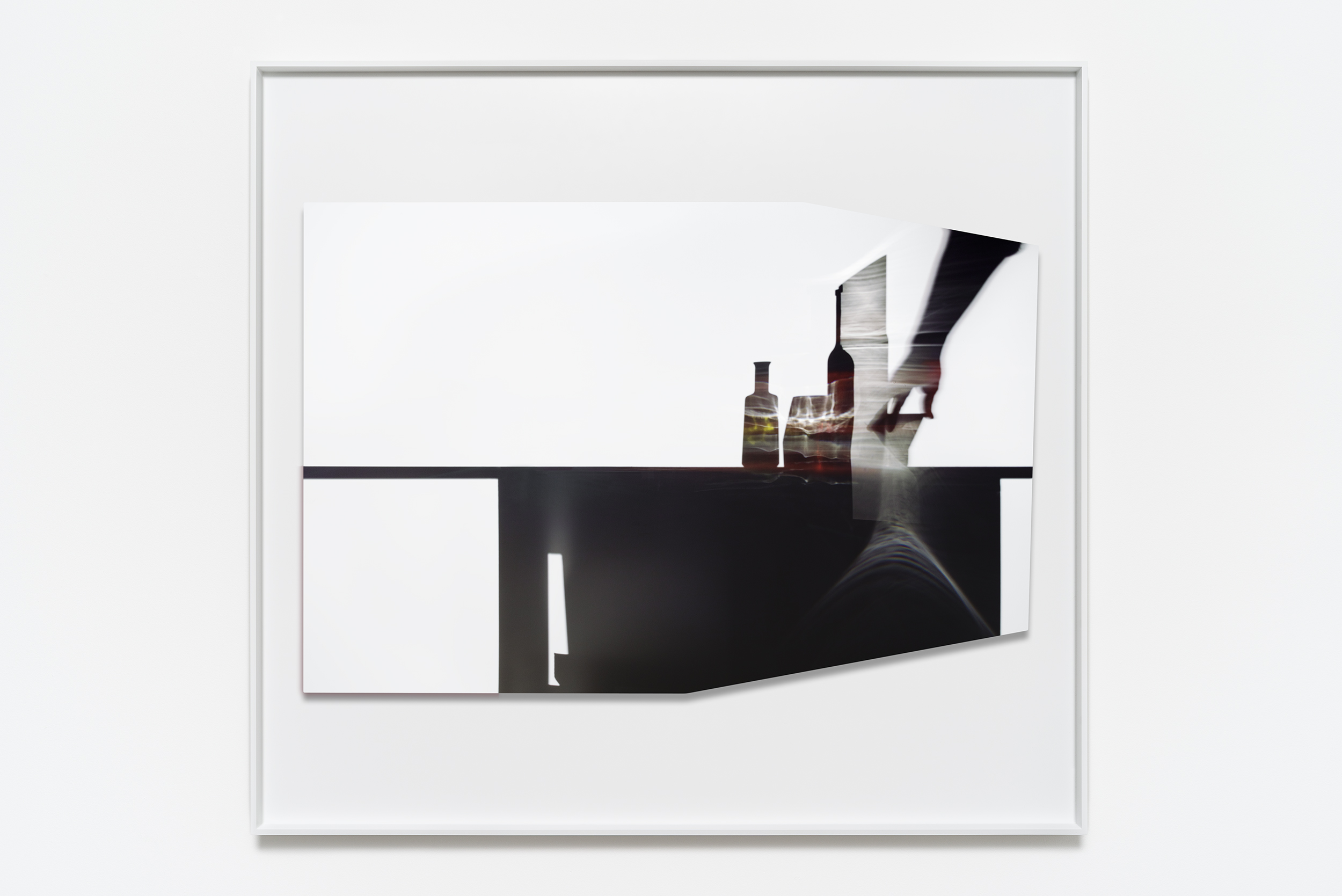 Uta Barth  In the Light and Shadow of Morandi (17.01) , 2017 Face mounted, raised, shaped, Archival Pigment print in artist frame 123.8 x 134 x 4.4 cm 48 3/4 x 52 3/4 x 1 3/4 in Photo: © Uta Barth Courtesy of 1301PE