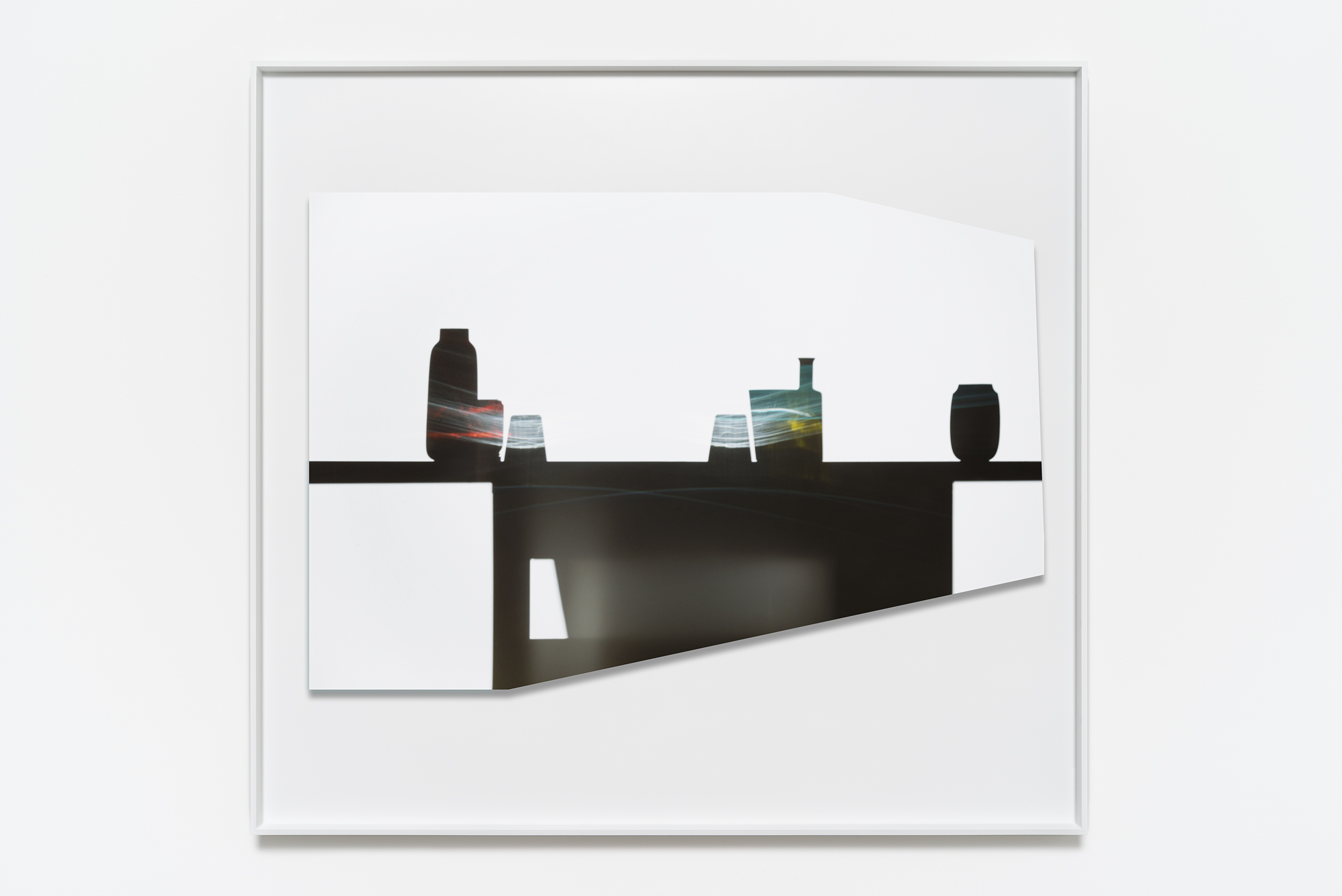 Uta Barth  In the Light and Shadow of Morandi (17.12) , 2017 Face mounted, raise, shaped, Archival Pigment print in artist frame 123.8 x 134 x 4.4 cm 48 3/4 x 52 3/4 x 1 3/4 in Photo: © Uta Barth Courtesy of 1301PE