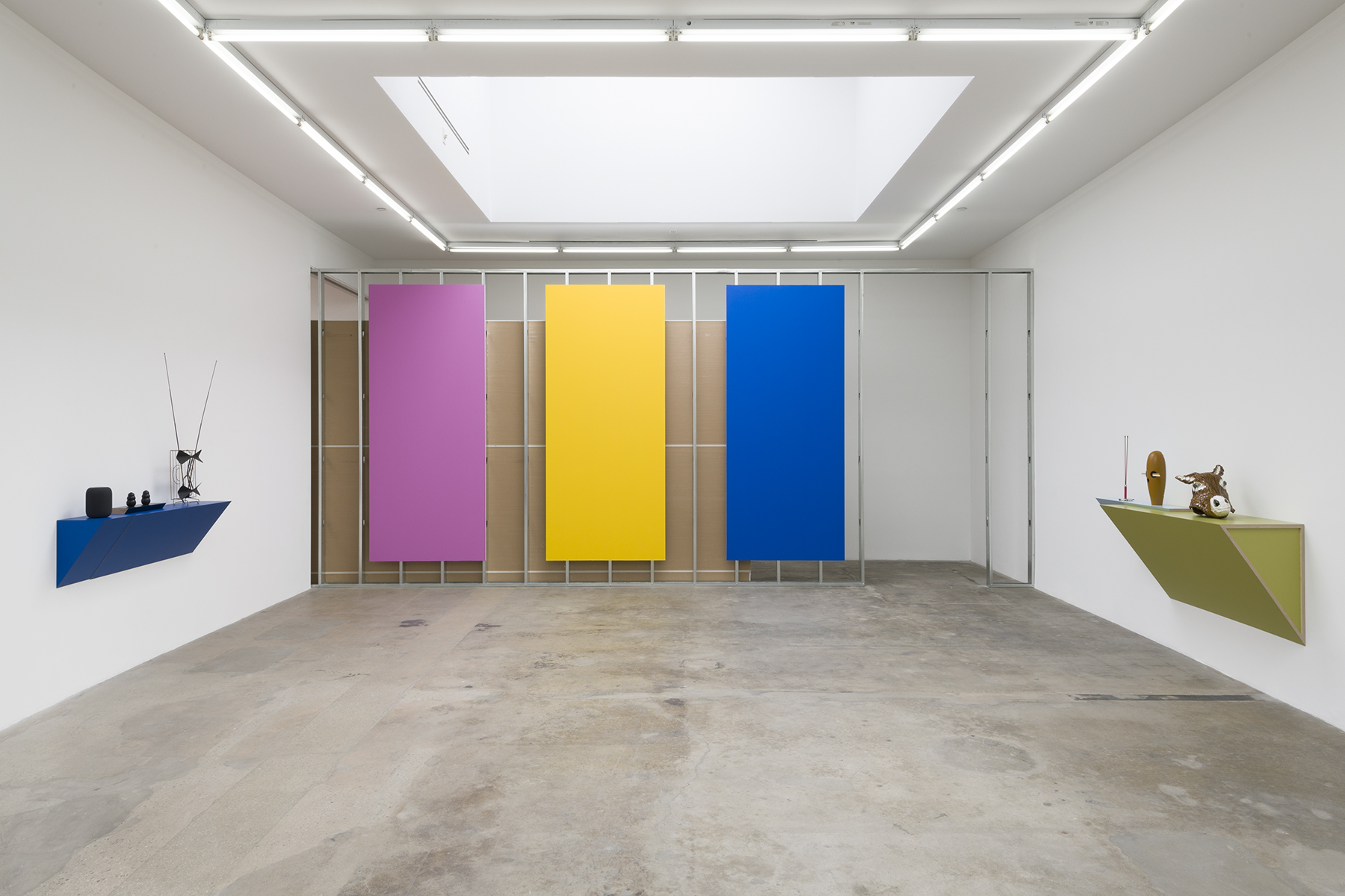 Display #105 – pinkraspberry, yellowsubmarine, bluevelve t (installation view), 2019, Galvanized steel stud wall, plasterboard panels, acrylic paint, 120 x 292 x 4 5/8 inches (304.8 x 741.7 x 11.7 cm), Edition of 2. Courtesy the artist and Tanya Bonakdar Gallery, New York / Los Angeles