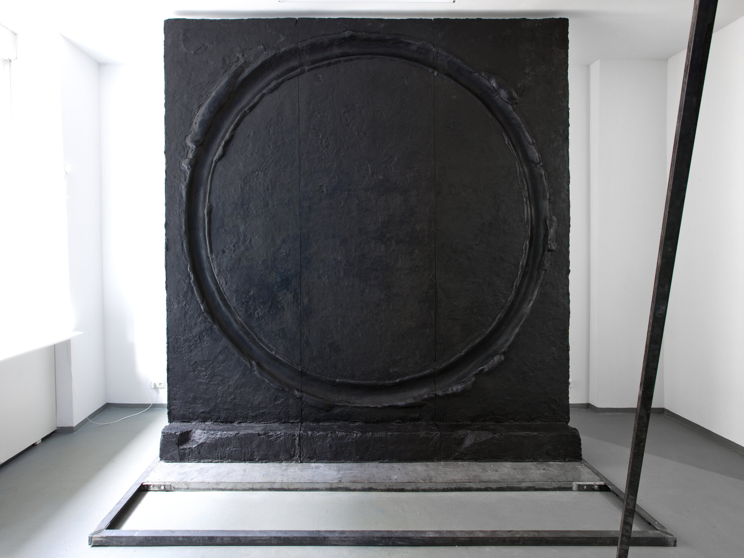 Circle , installation view, epoxy resin + metal, 128 x 122 x 74 inches, Diskurs Berlin, Berlin 2019