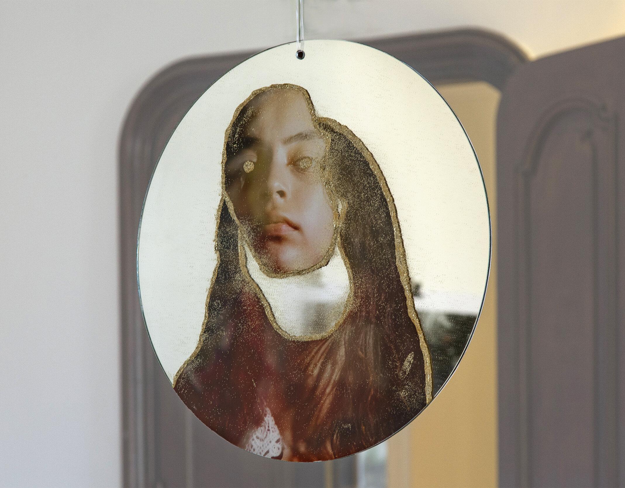 2 faced , side 02, Gyclee print on mirror, acrylic gel+glitter, 20x20in, oval, 2019