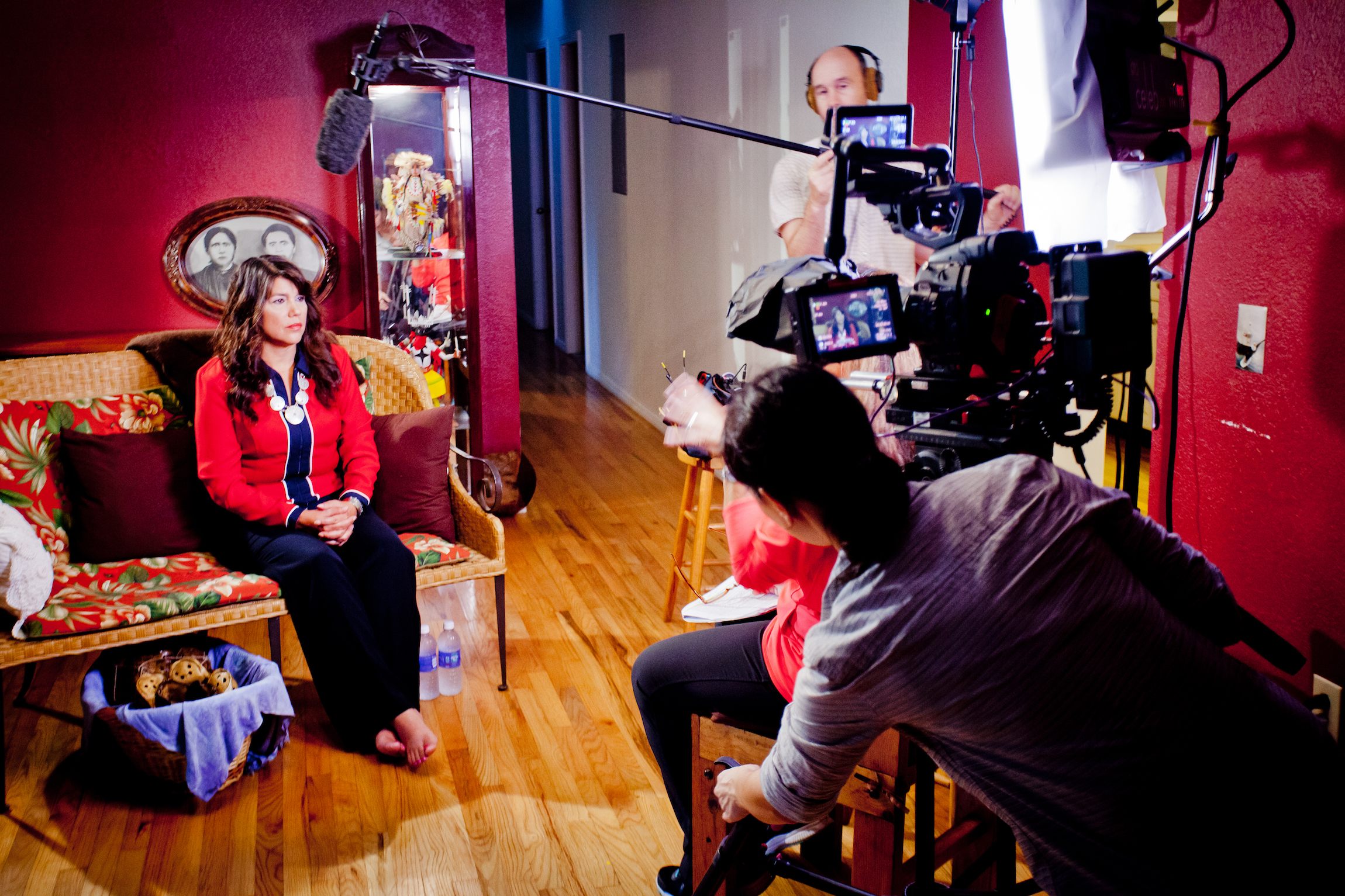 On location in Oklahoma, the Mankiller crew interviews Felicia Olaya, Wilma's daughter, at the Mankiller home.