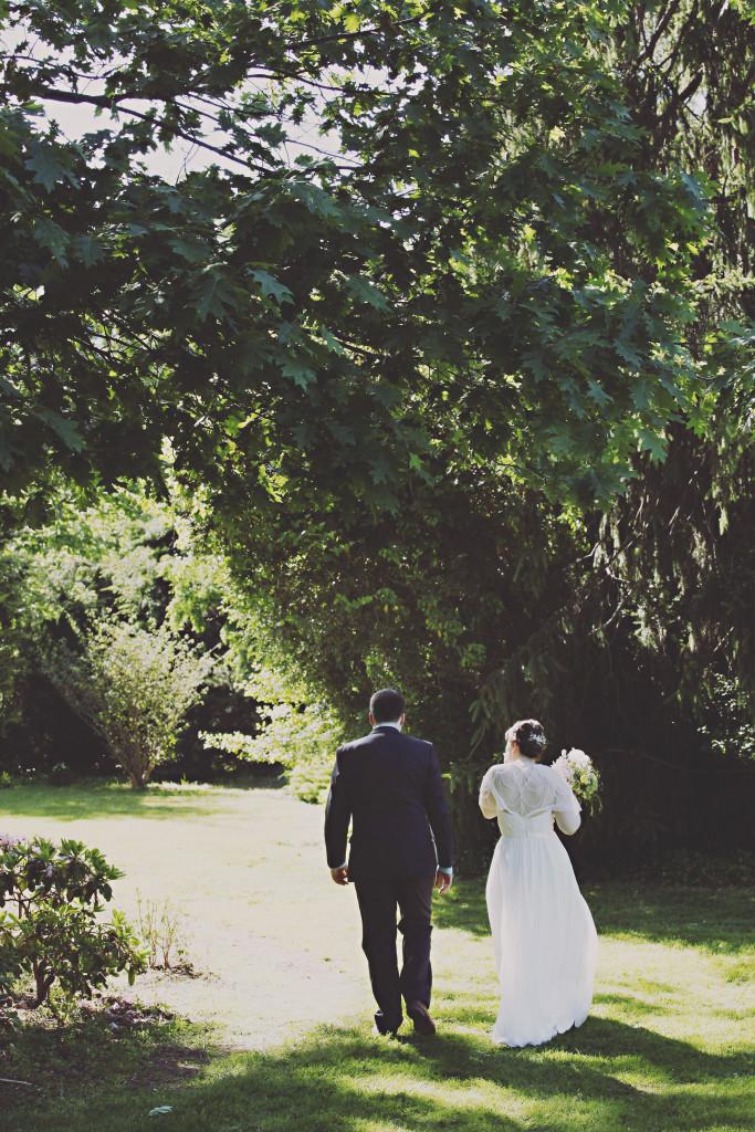 Chesterfield Wedding Florist - A Garden Party Florist - Inn at Fernbrook Farms - Kella Macphee Photography -  American grown wedding - wildflowers - vintage - rustic - teacups - taper candles - ribbon garland