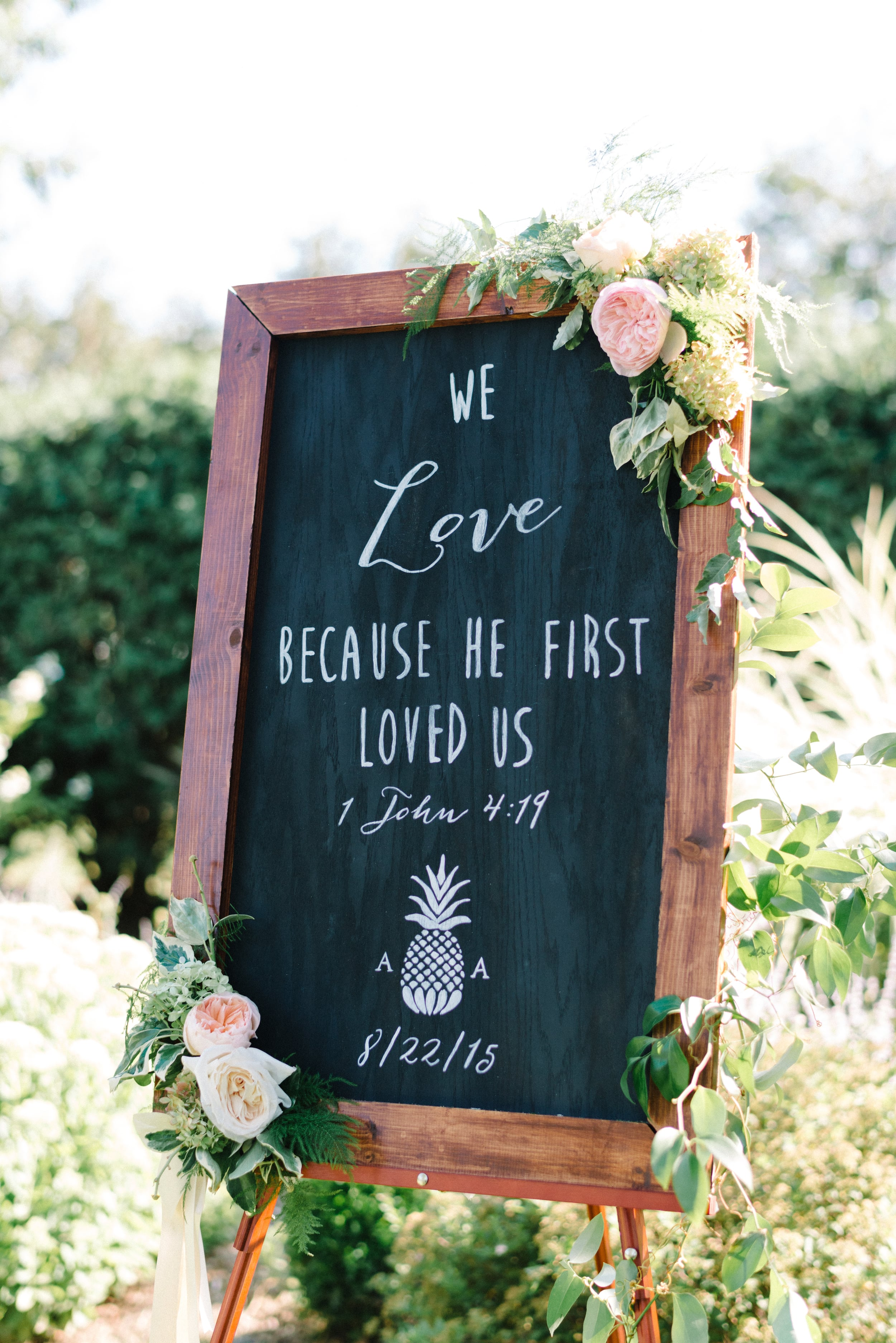 A Garden Party Florist, Inn at Fernbrook Farms, Michelle Lange Photography, Blush, Chalk Art