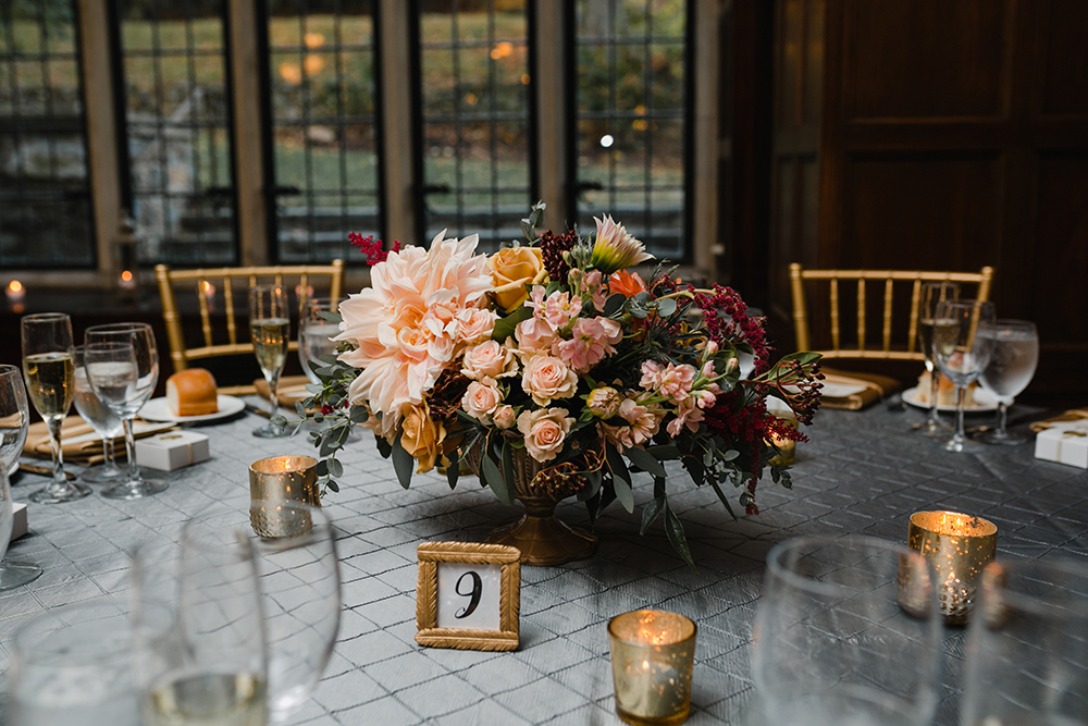 PA Wedding, Philly Wedding, Parque Ridley Creek, Peachtree Catering, Fall Flowers, Fall Wedding, Centerpiece, Low Centerpiece, Love Me Do Photography