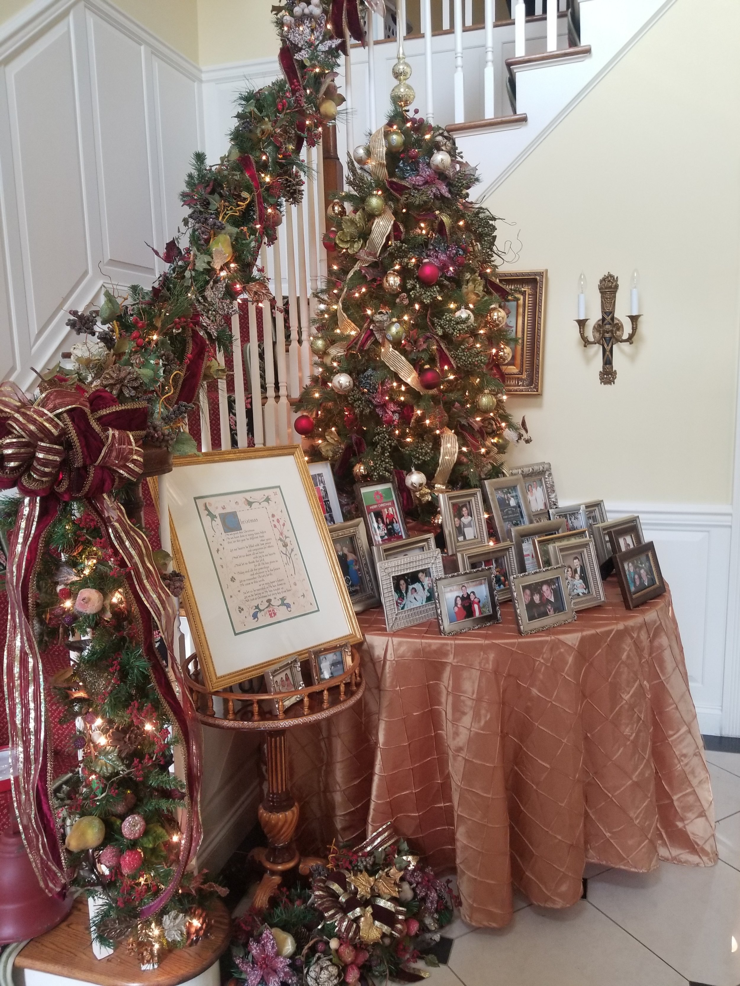 garland and picture display