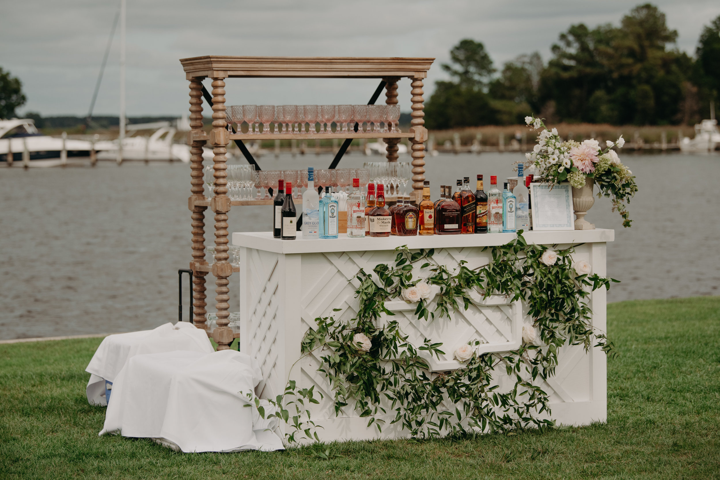 A Garden Party Florist, Maryland Wedding, Inn at Perry Cabin, Bar Decor, DIY Flower Bar, DIY Corsage, Wedding Bar, Tyler Boye Photography
