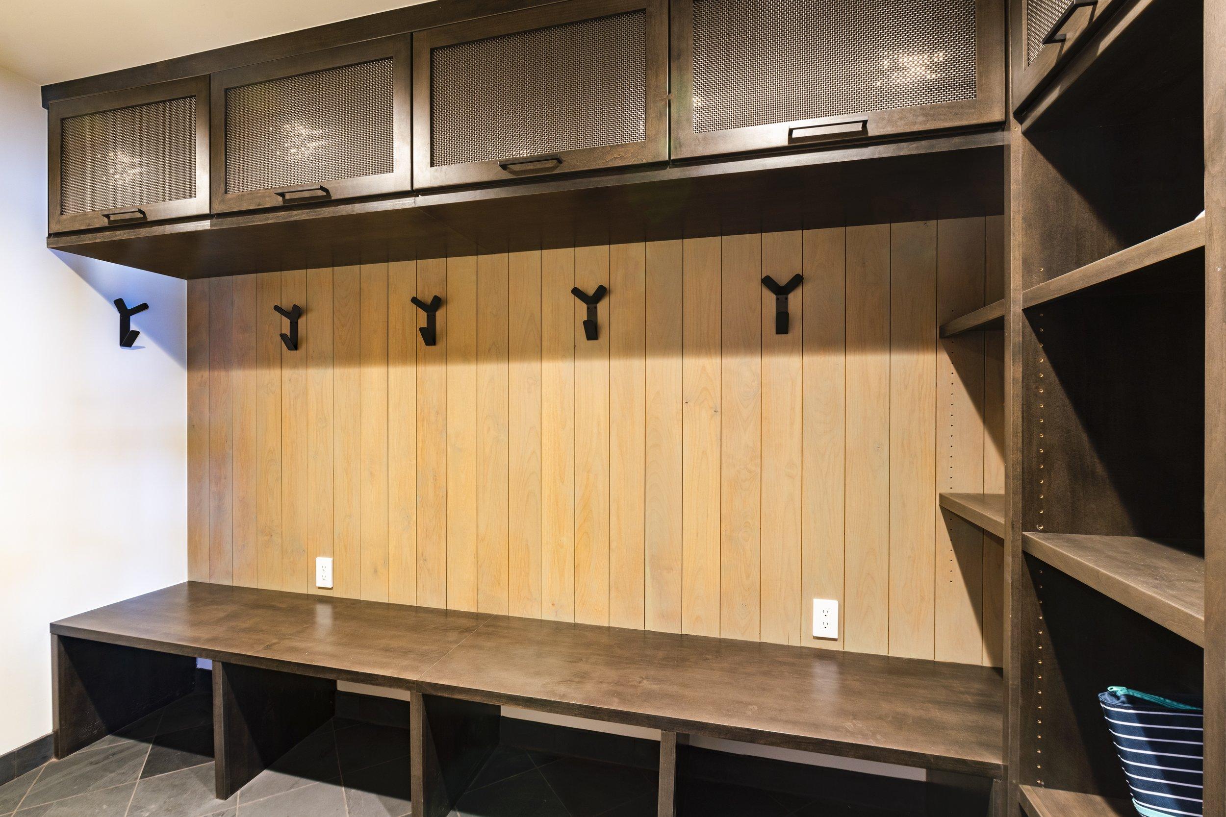 x 4-Hartline-Construction-184-Edgewood-Shoe-Room.jpg