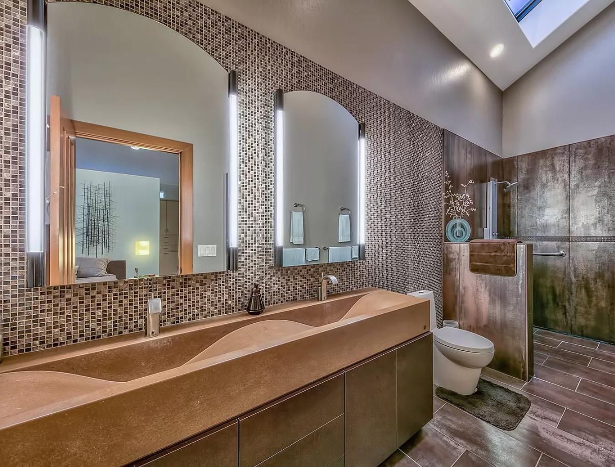 Hartline Tigar tail bathroom.png