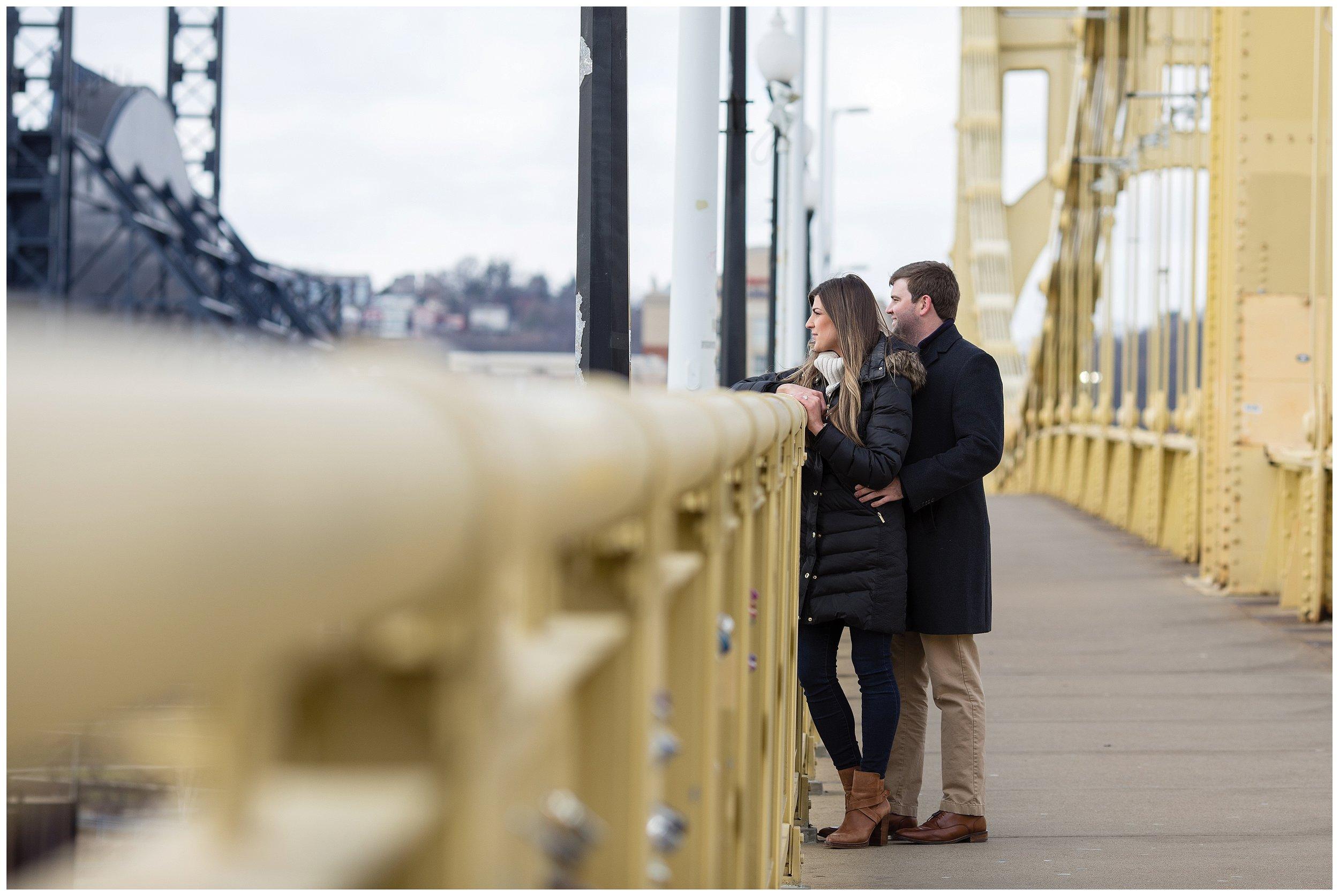 Downtown-Pittsburgh-Engagement_0005.jpg