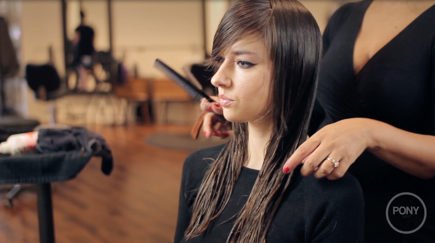 How-To's For Hairdressers: Long Layer Razor Demo