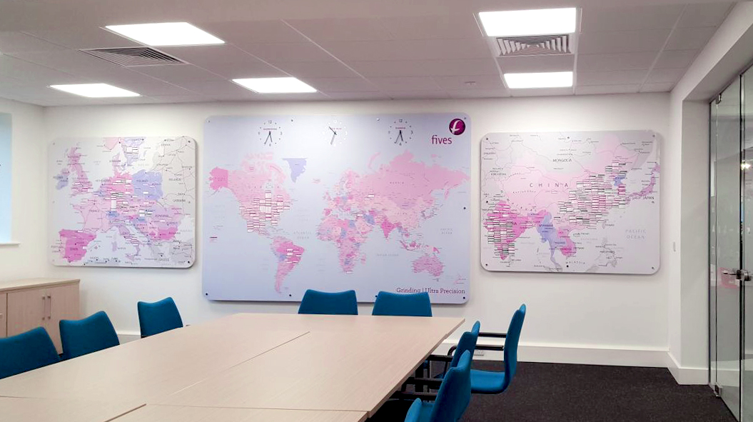 Full magnetic map, with inset working clocks and stainless steel details